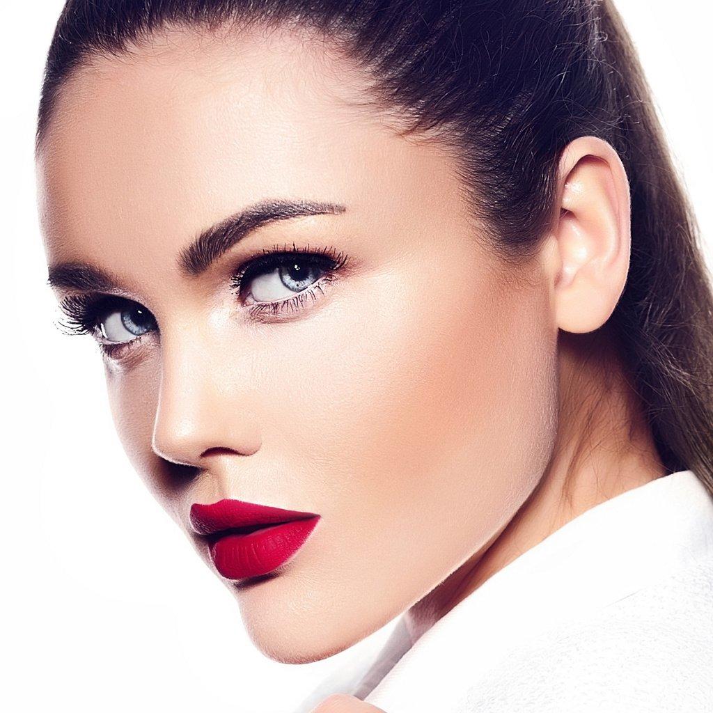 Как сделать красивый макияж брюнетке с