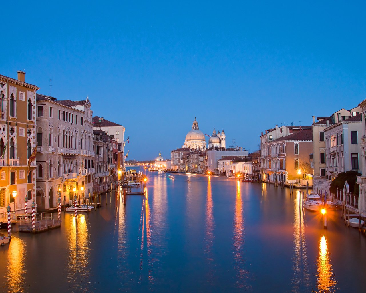Обои огни, венеция, канал, италия, lights, venice, channel, italy разрешение 3700x2468 Загрузить