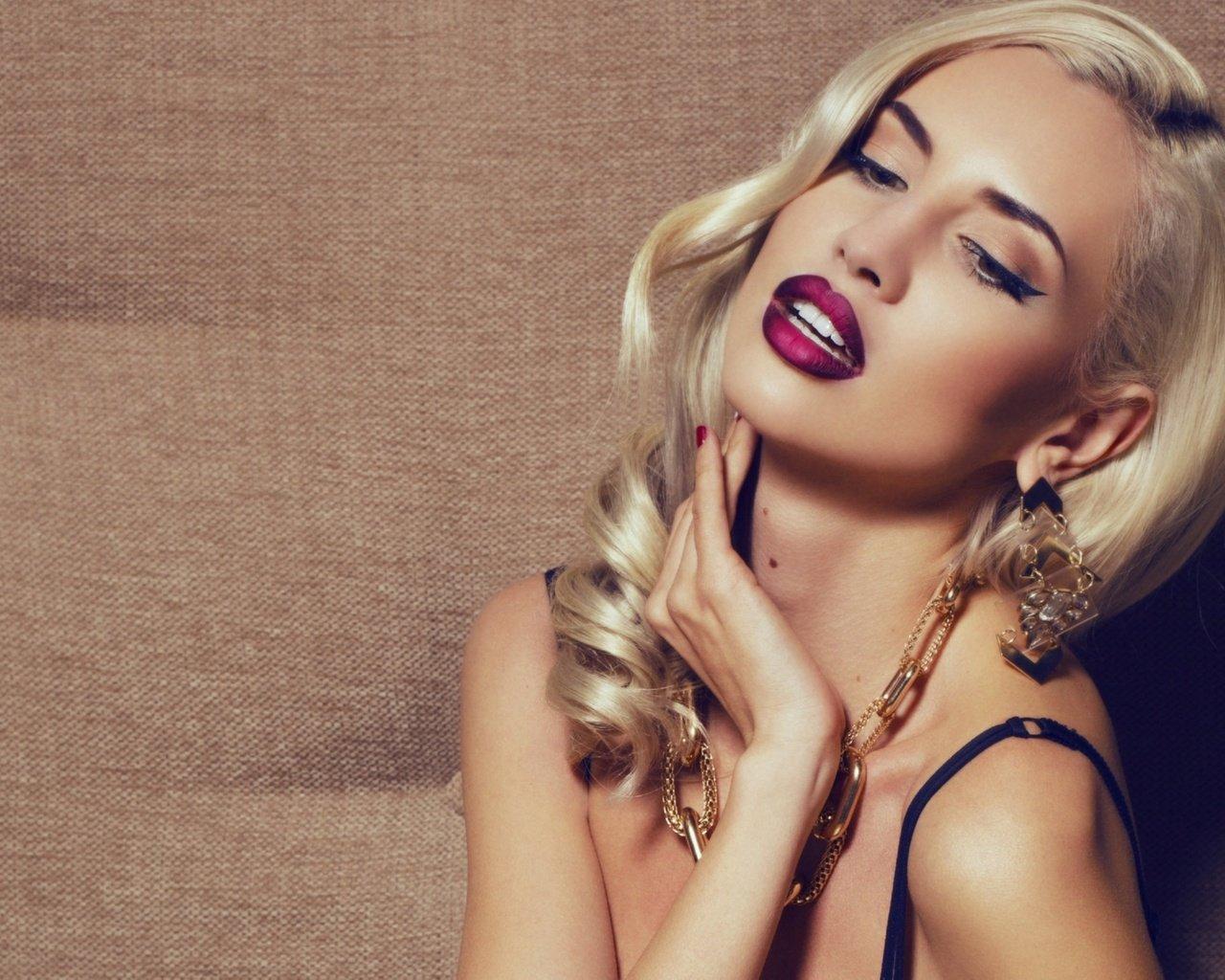 Смотреть видео макияжа для блондинок онлайн 24