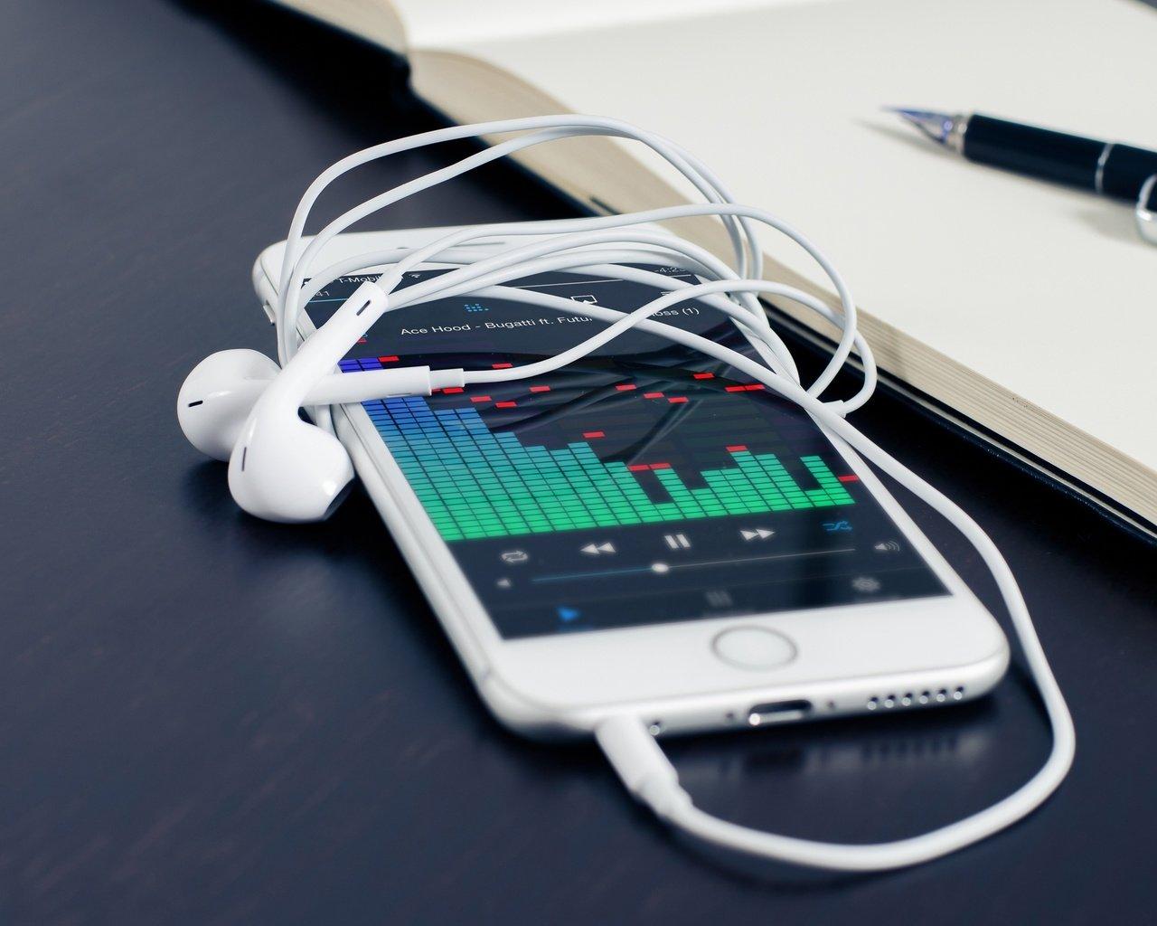 Как сделать чтобы радио играло без наушников на телефоне