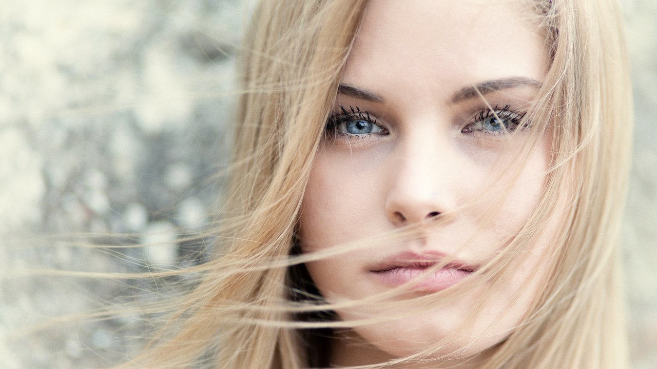 Фото девушек блондинок лицо боком