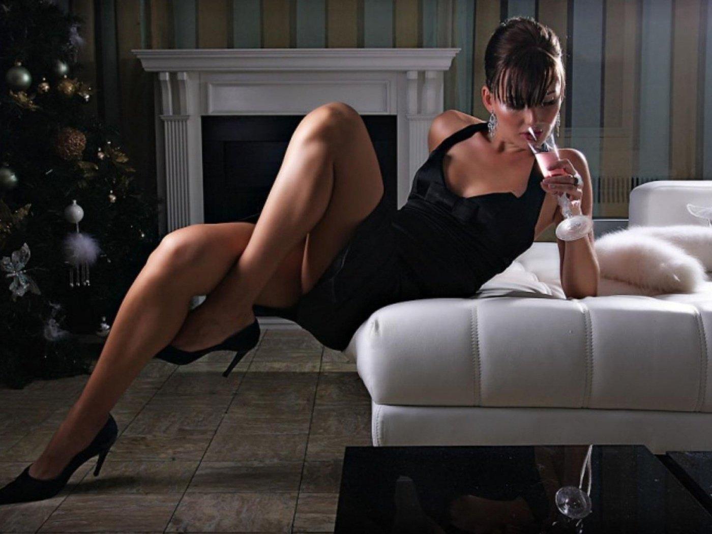 Секс через стену фото фото, Порно через дырку в стене. Фото в туалете 27 фотография