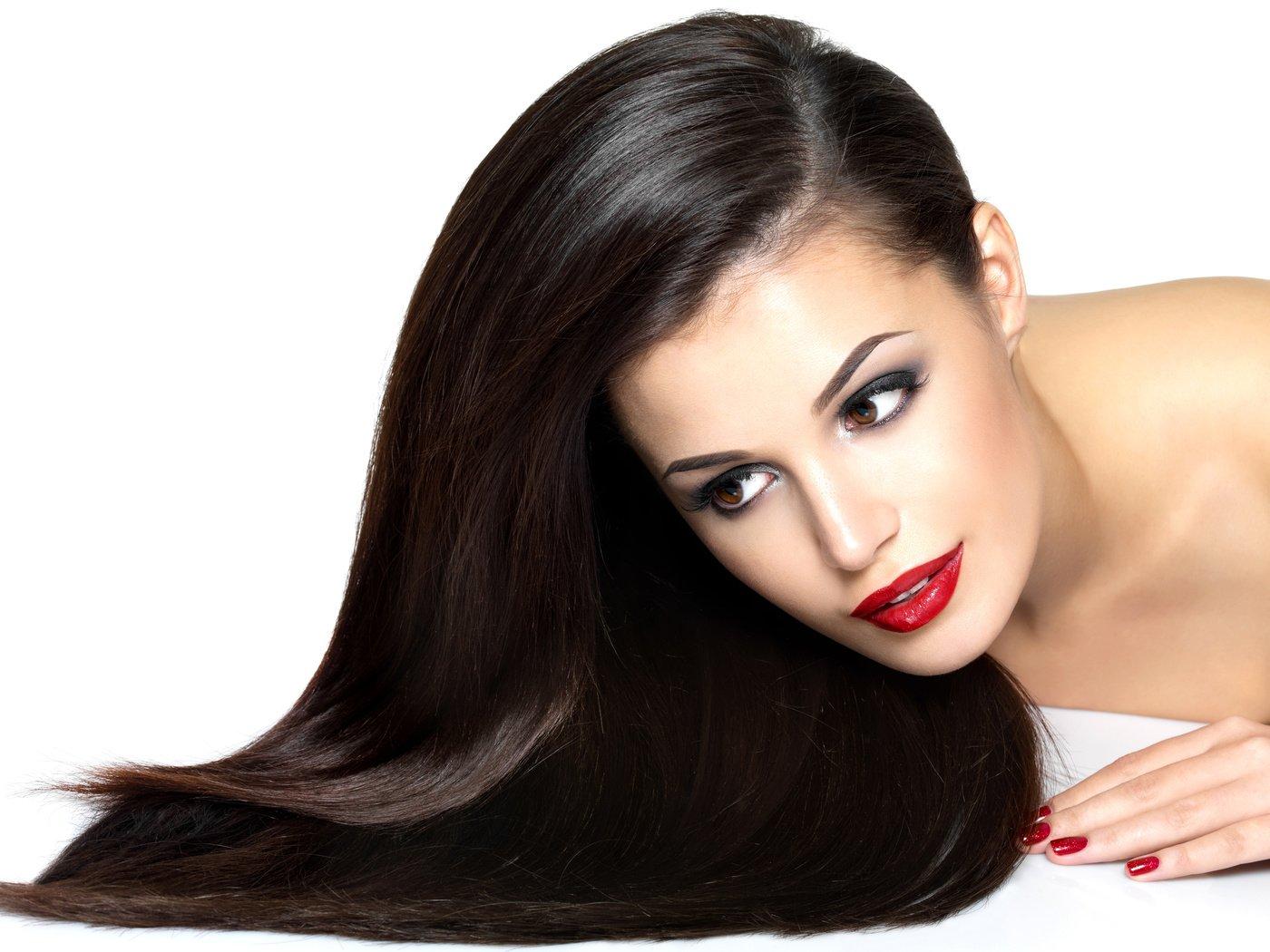 Стрижка короткие волосы с поднятым затылком фото молодой