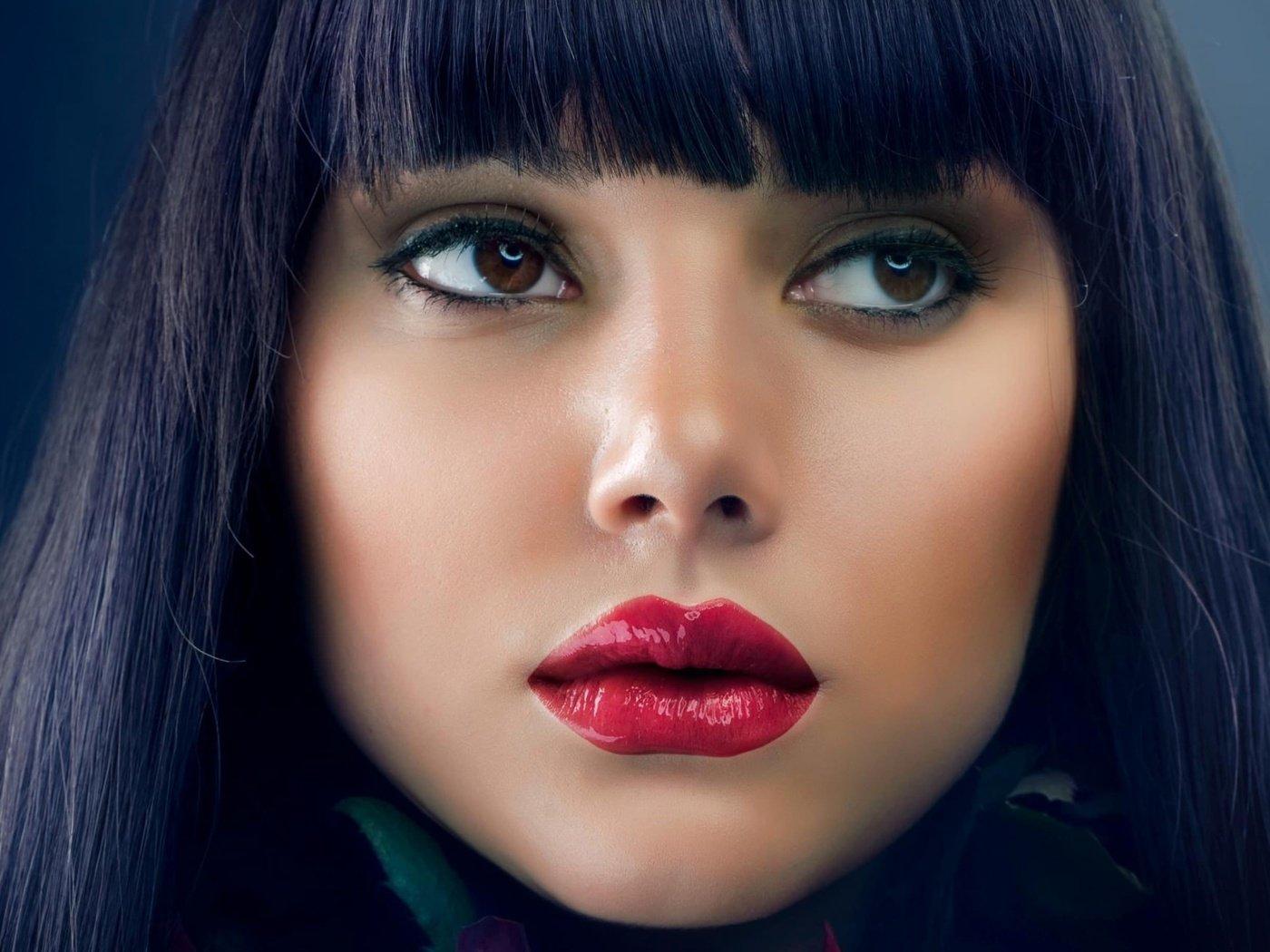 Губы фото девушек брюнеток