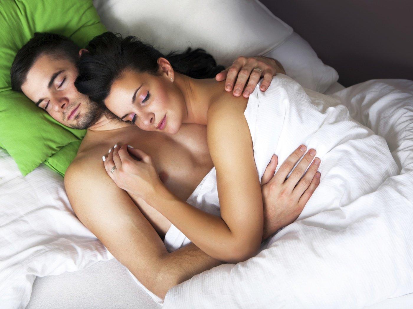 Парень в кровати девушки индивидуалки костромы