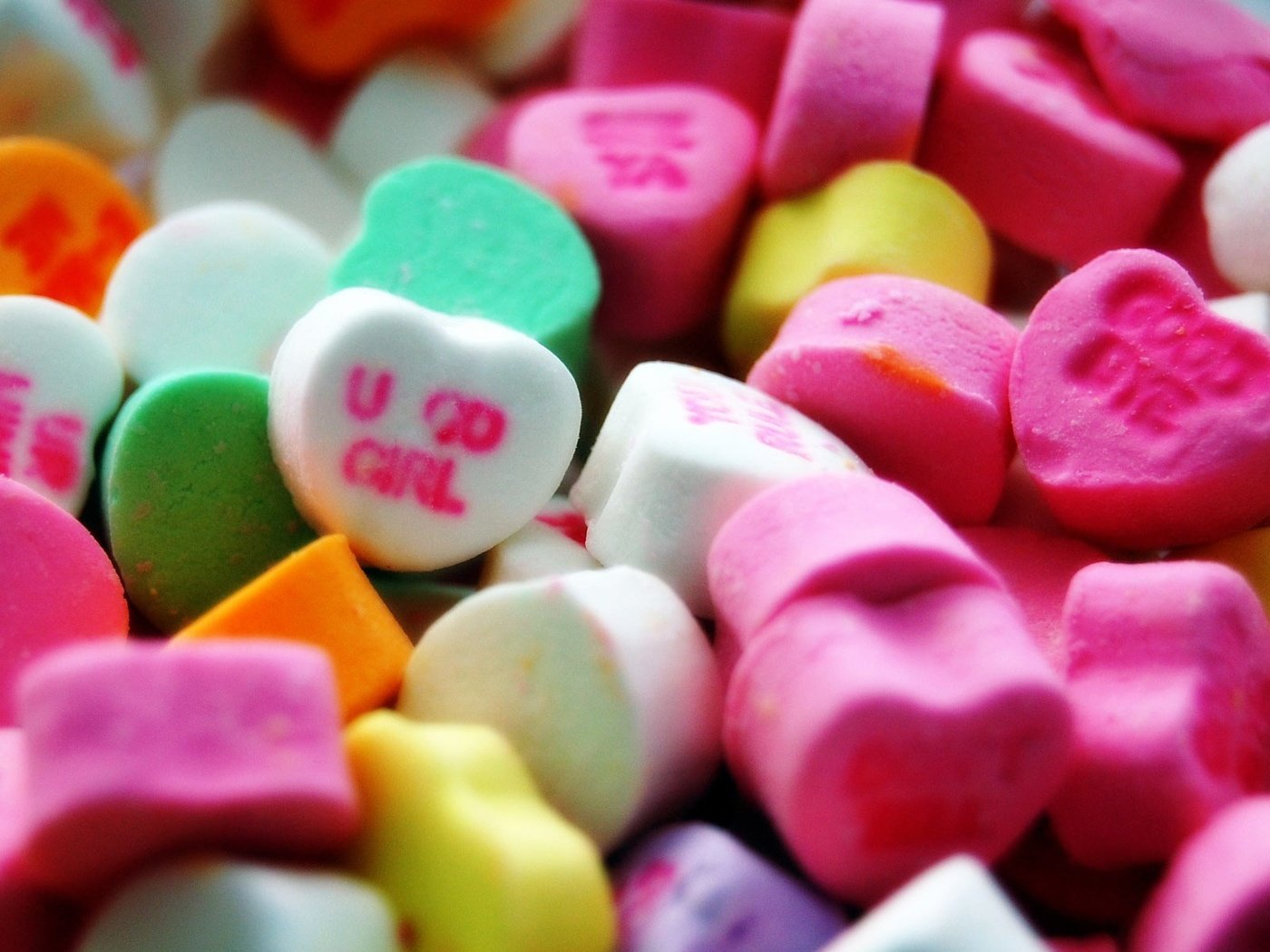 предлагает обои с конфетами скоба