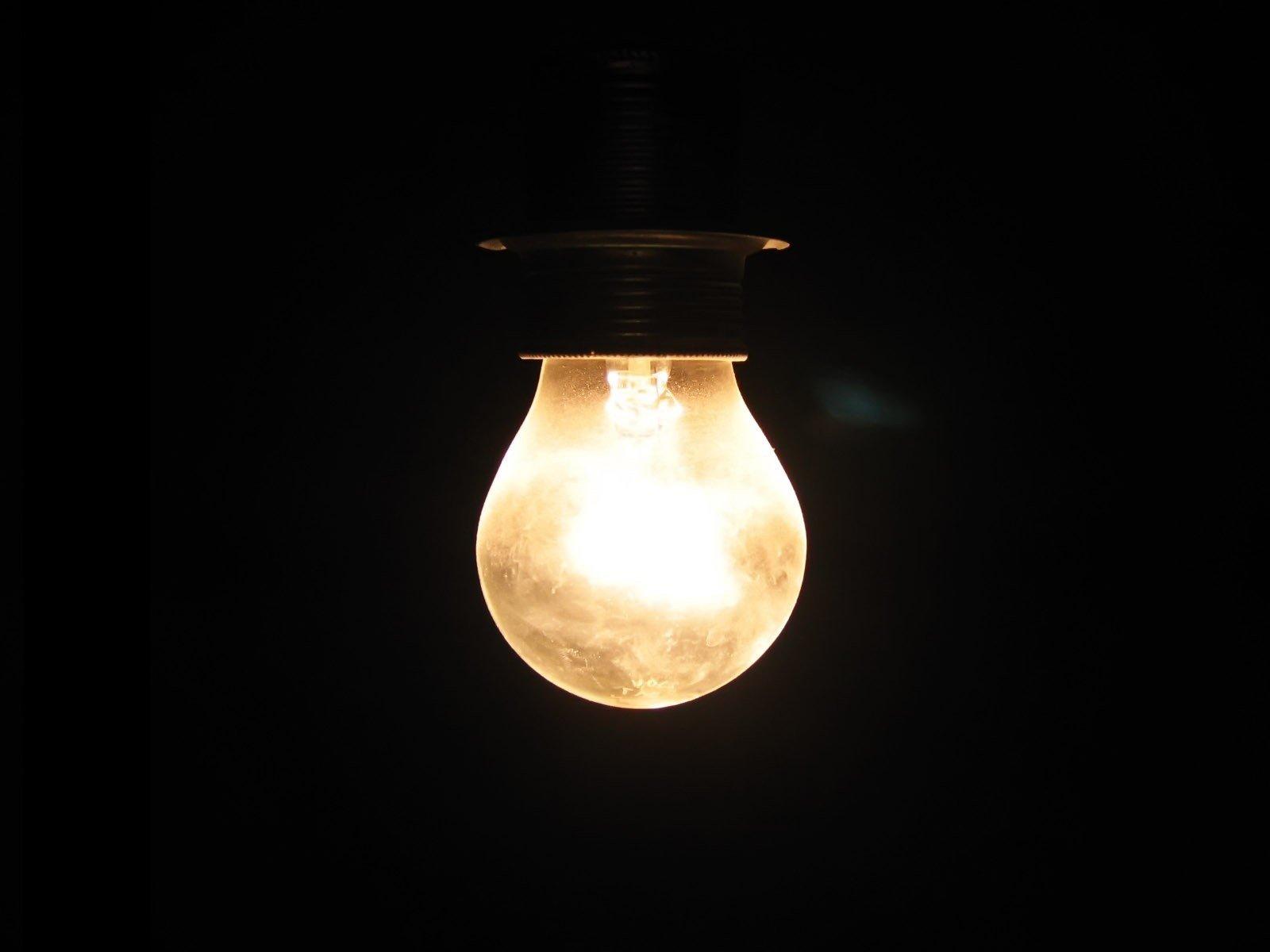 Почему лампочки вылетают из люстры