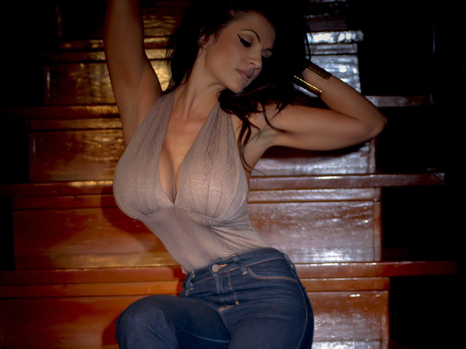 Сисястая латинка смотреть онлайн, Порно видео онлайн: ЛатинкиБольшие сиськи 23 фотография