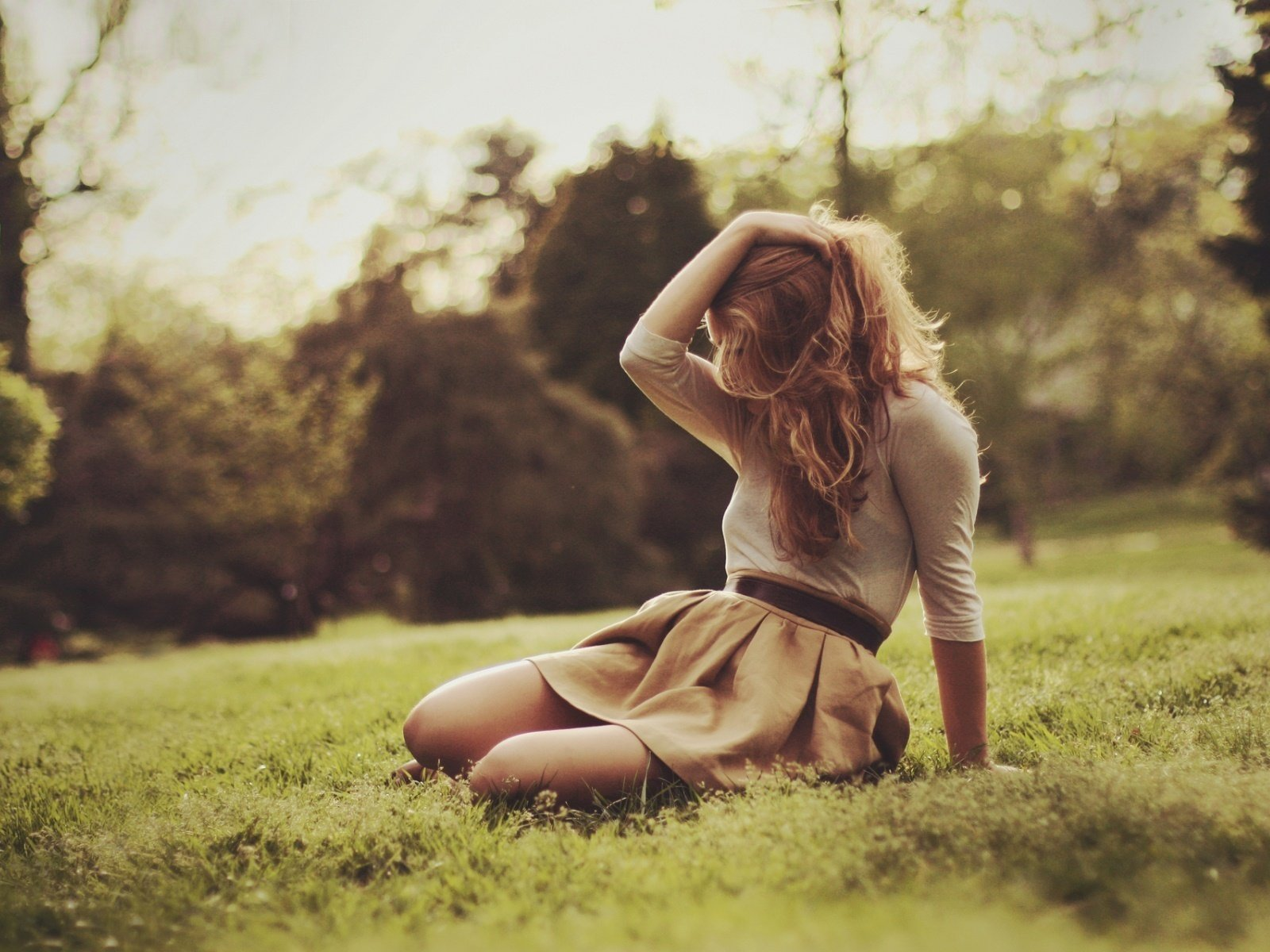 Полная девушка фото со спины на аву