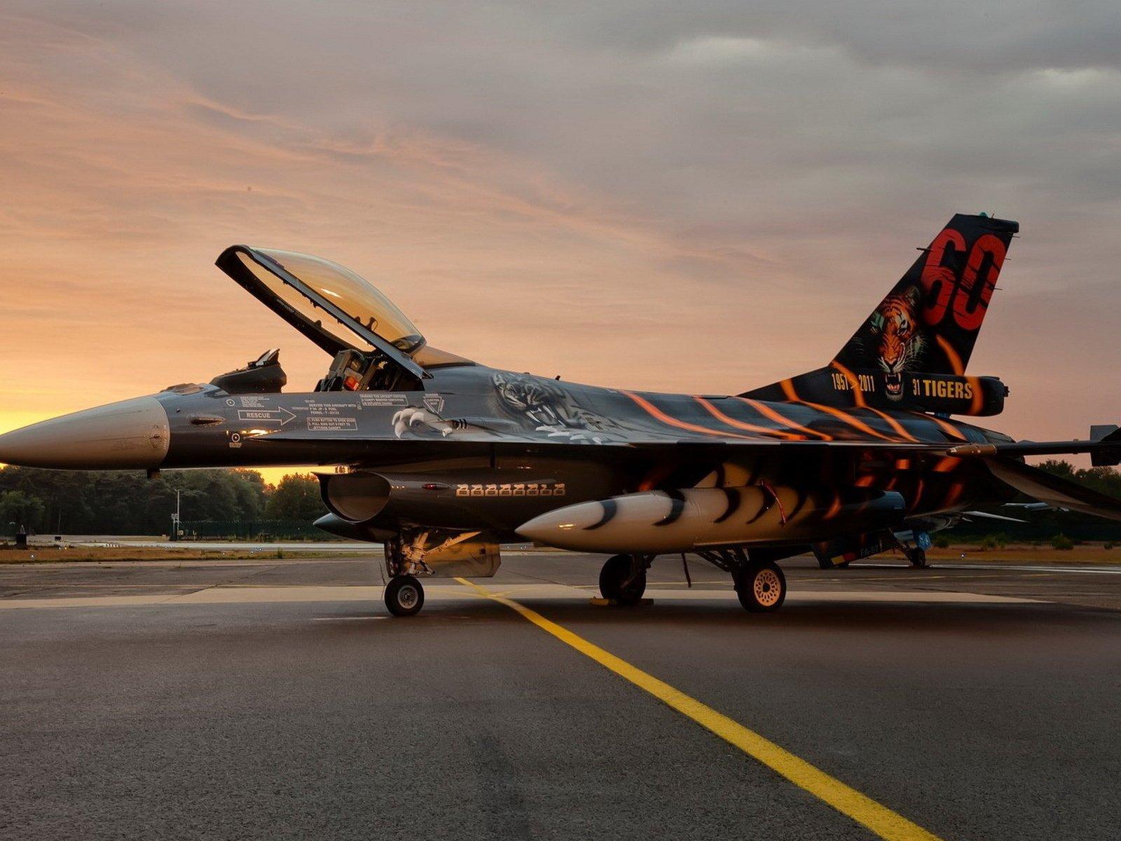 авиация самолет желтый F-16 Fighting Falcon  № 3755541 бесплатно