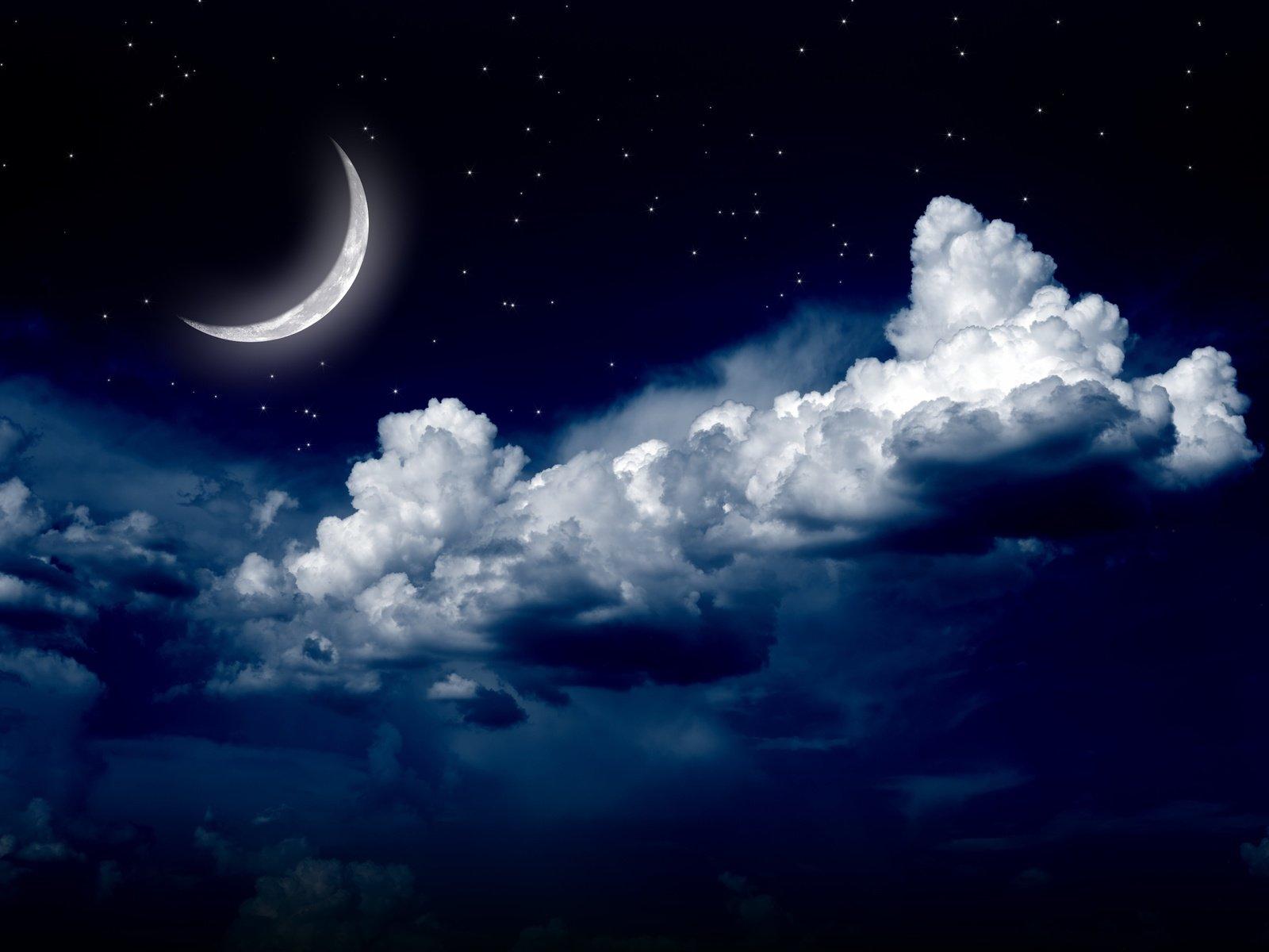 Луна в небе открытка
