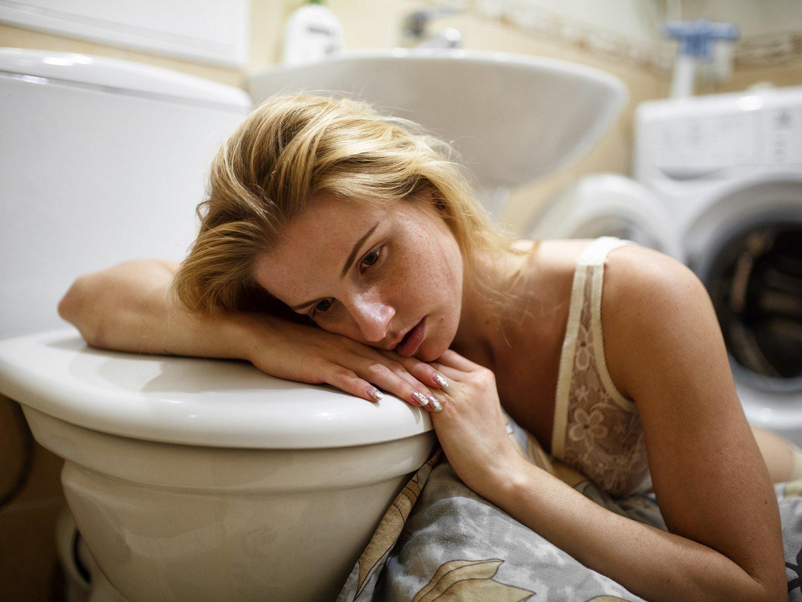 Туалет и девушки, HD cкрытая камера в женском туалете 24 фотография