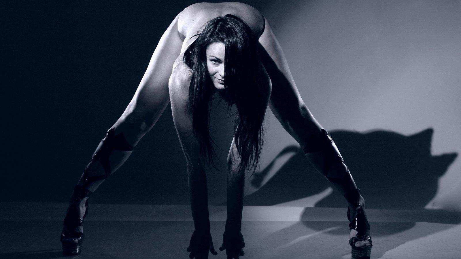 pozi-v-eroticheskoy-fotografii