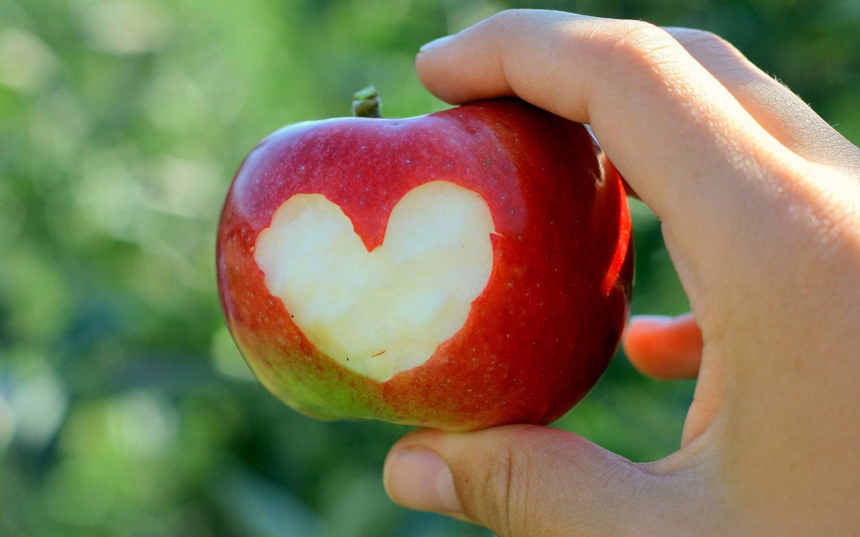 Сердечки из яблока картинки