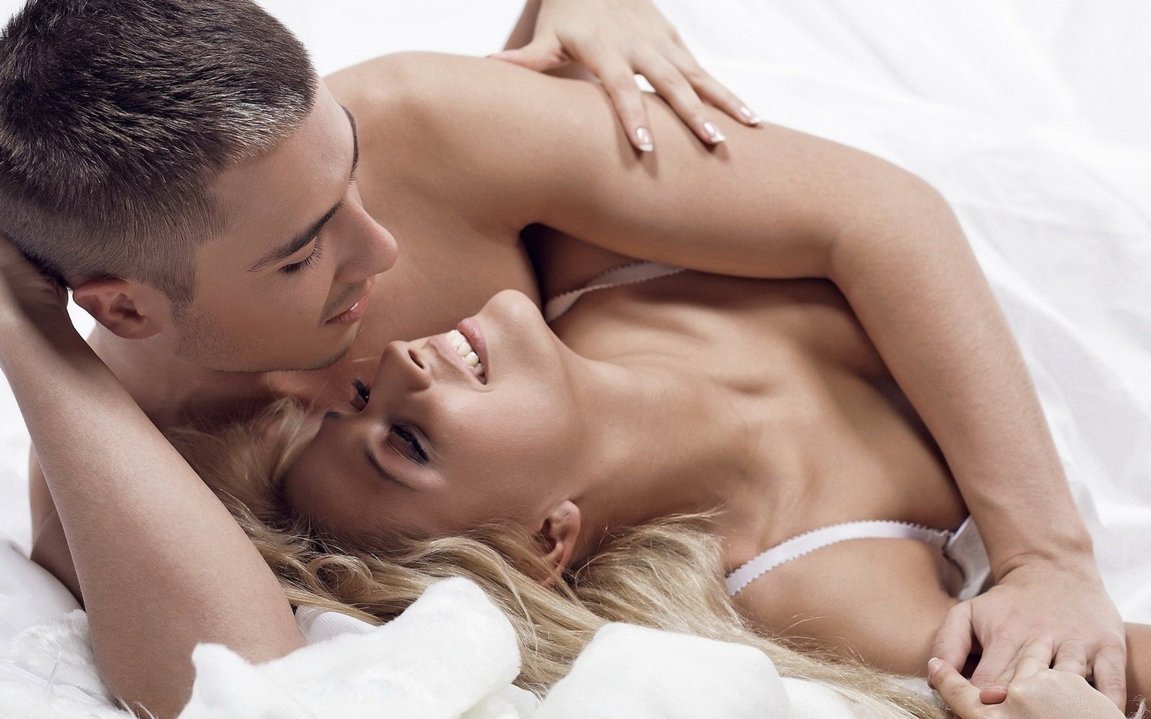 seks-s-dvumya-simpatichnimi-devushkami