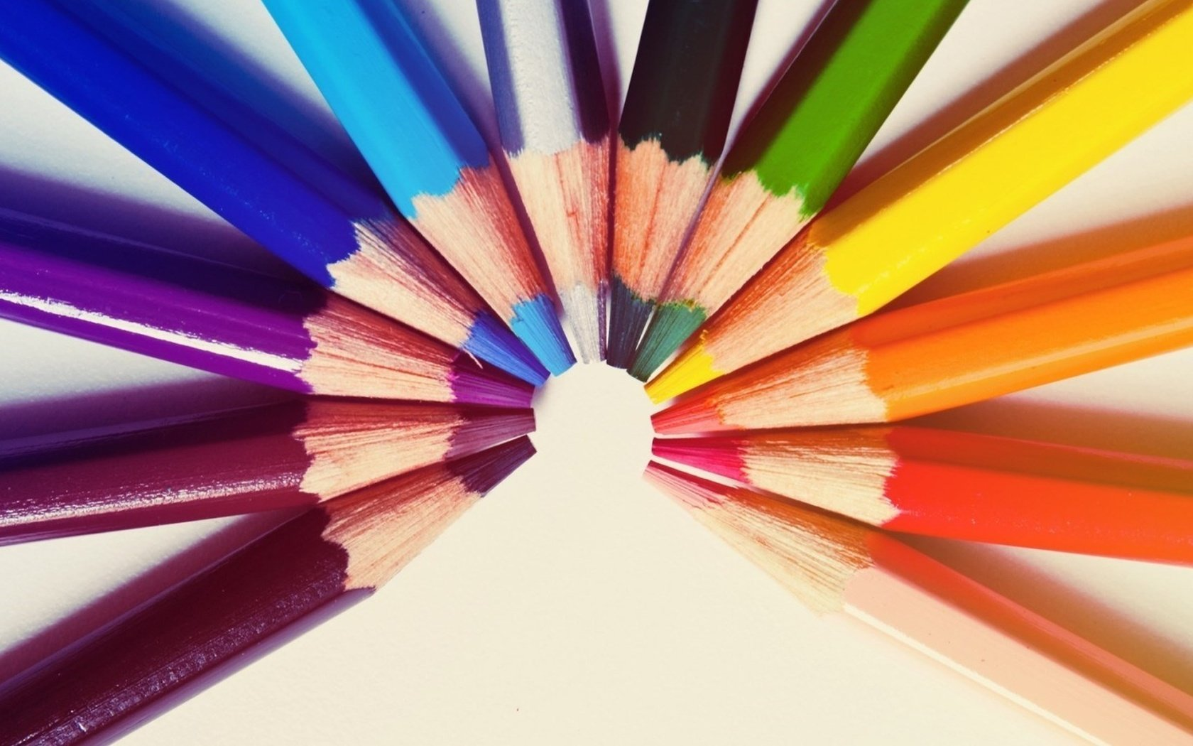 Картинки карандаши радуга