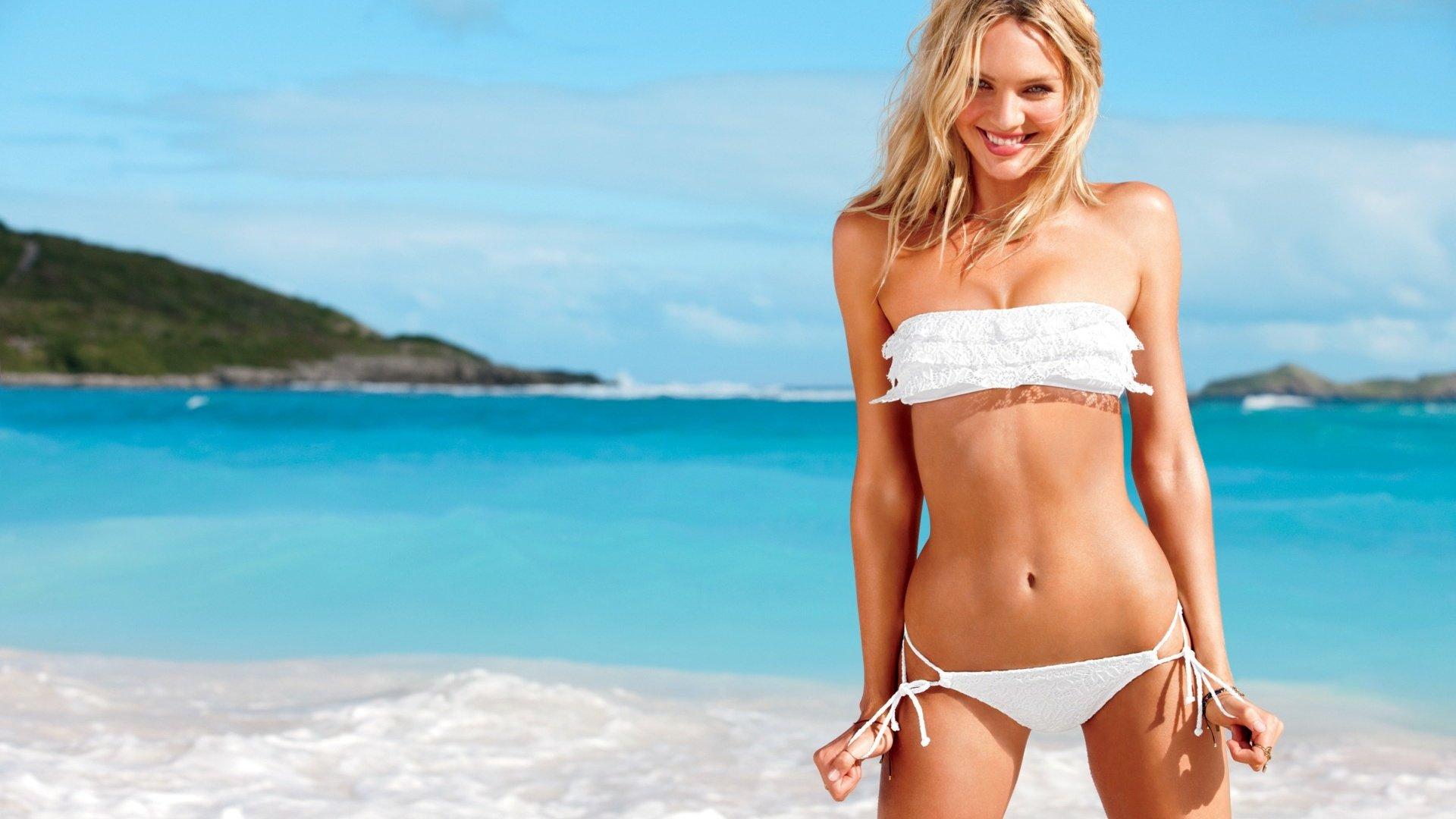 Картинки блондинки на пляже в купальниках