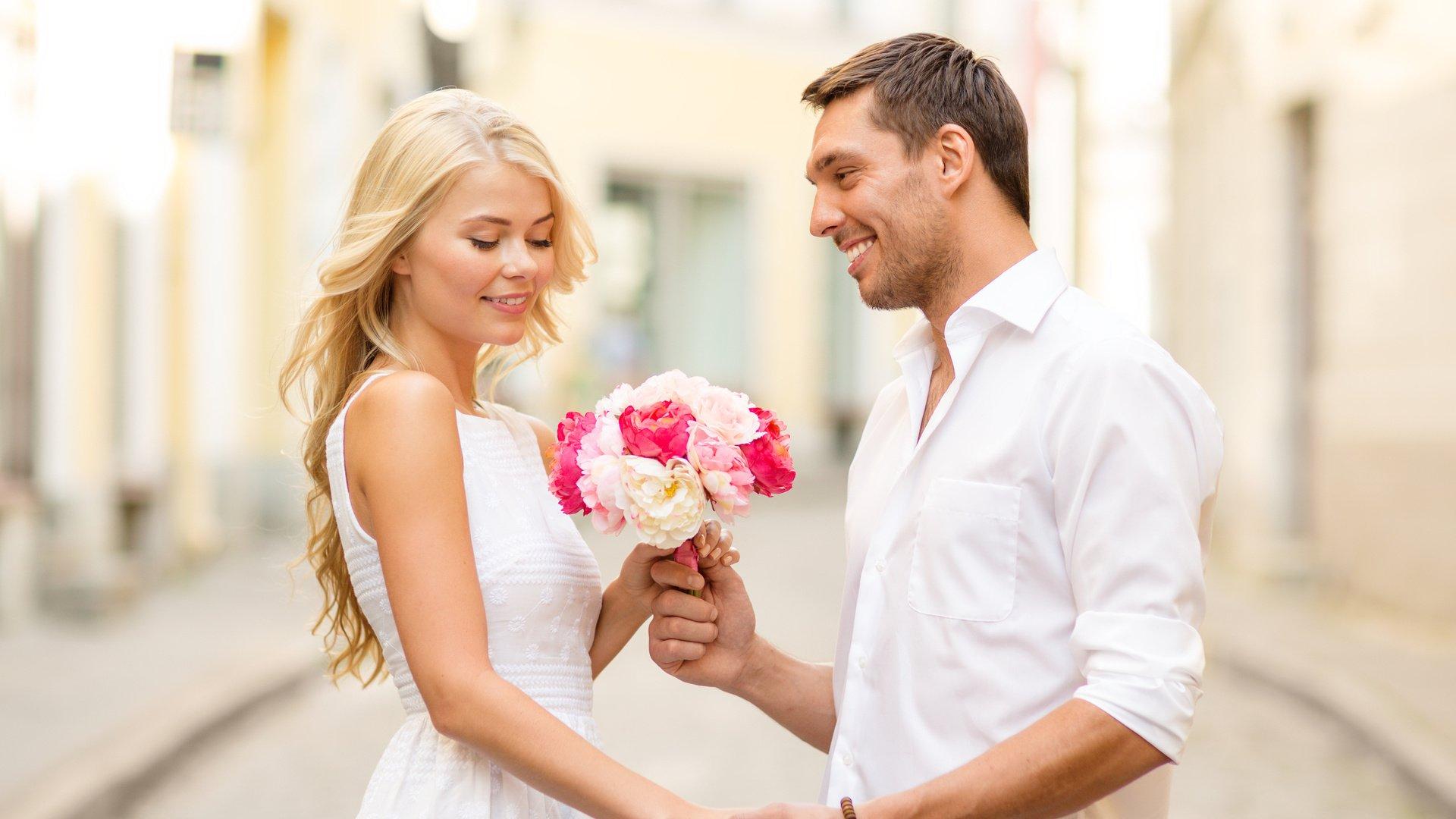 надо ли приглашать незнакомых людей на свадьбу