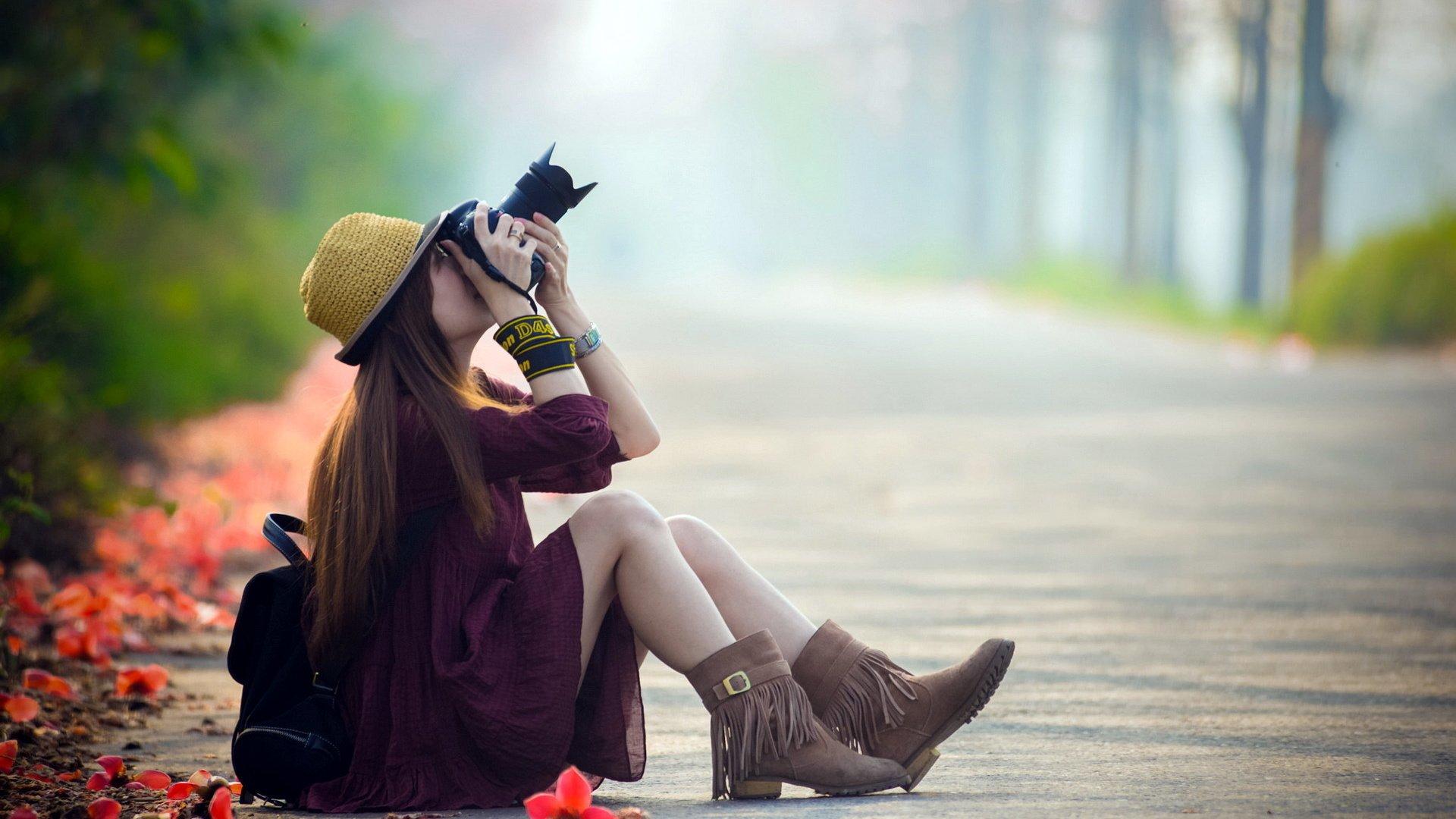 девушка дорога шляпа очки на телефон