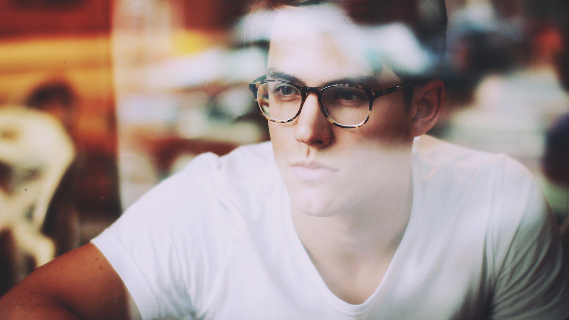 Фото на аву вк парни в очках
