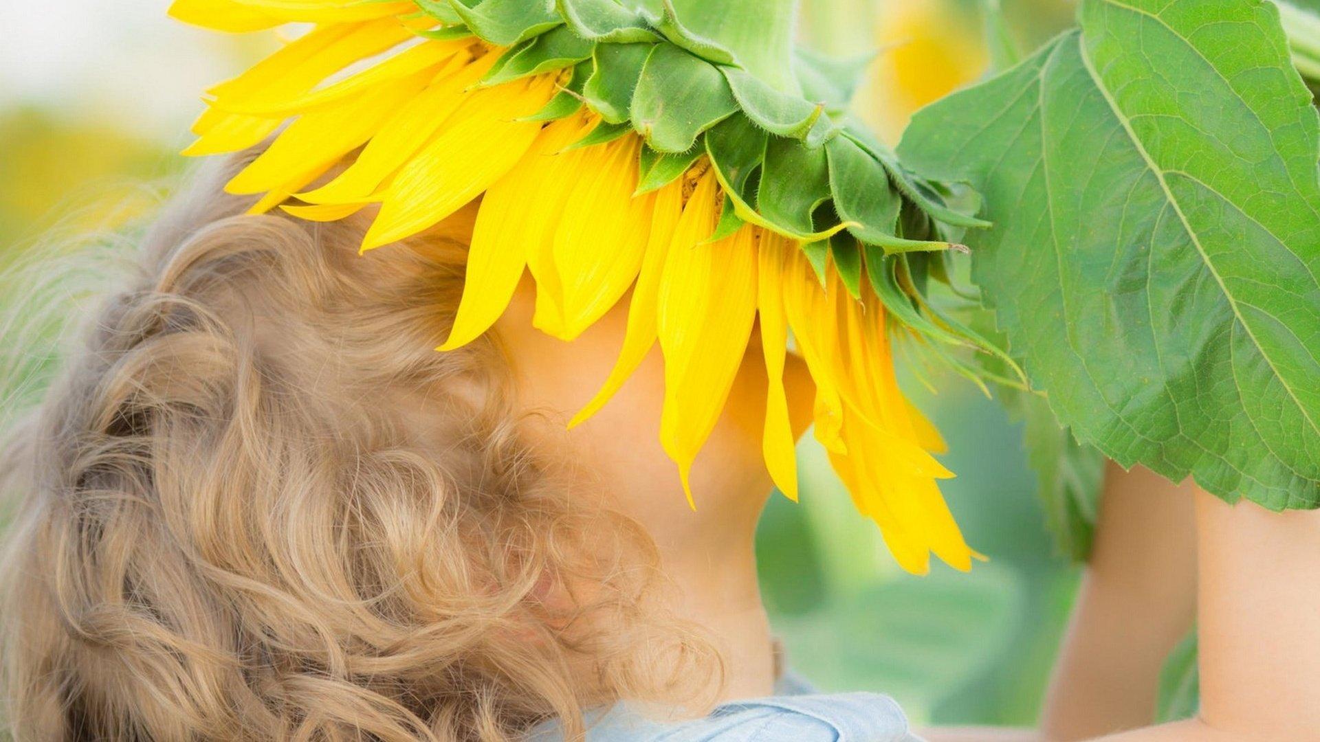 Фото ребенка в подсолнухах