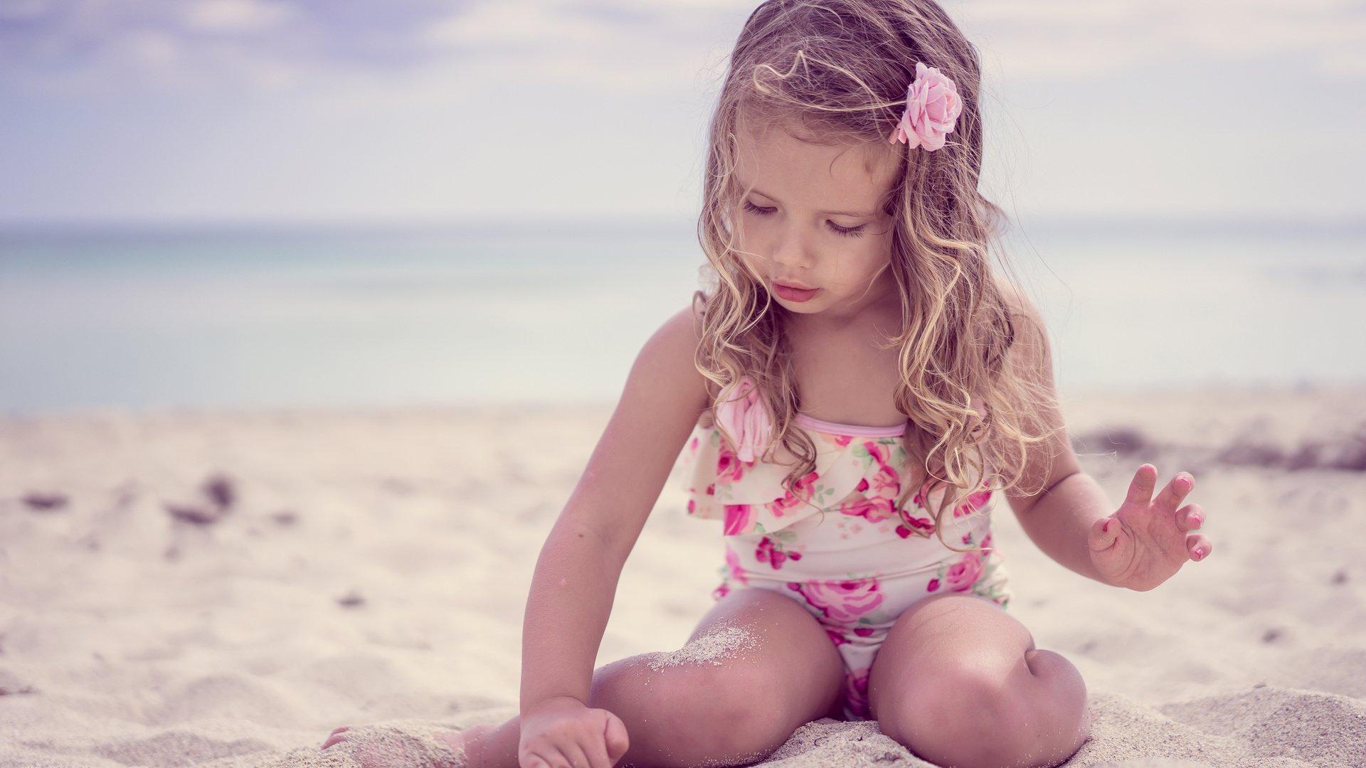 Фото маленька девочка и ее пися, Девочка созрела? Самые скандальные фотосессии юных 34 фотография
