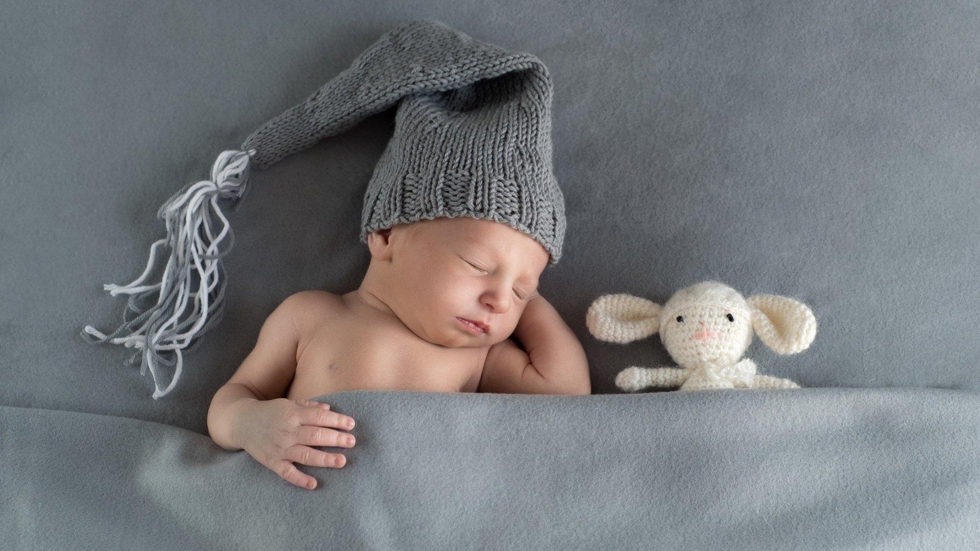Малыш с одеялом