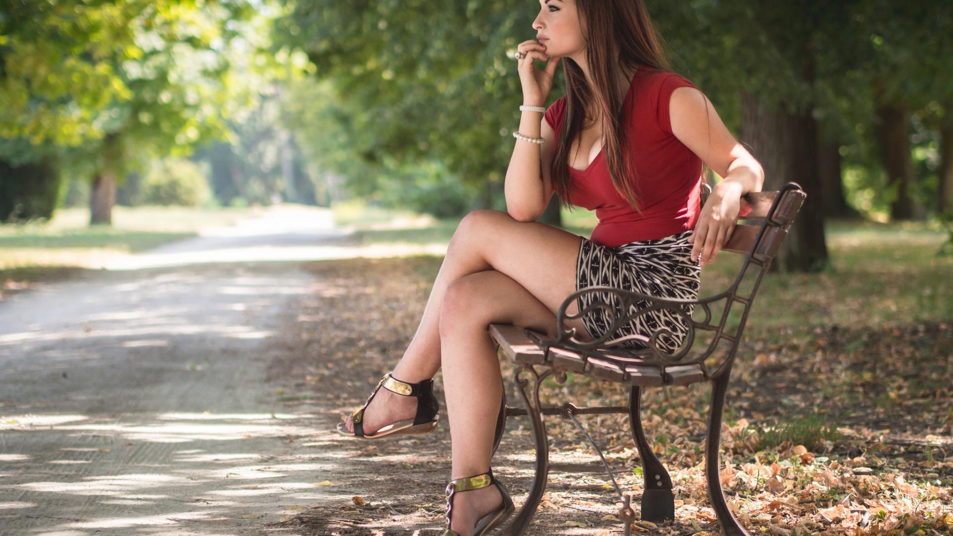 Порно брюнетку в парке где тимошенко сосет