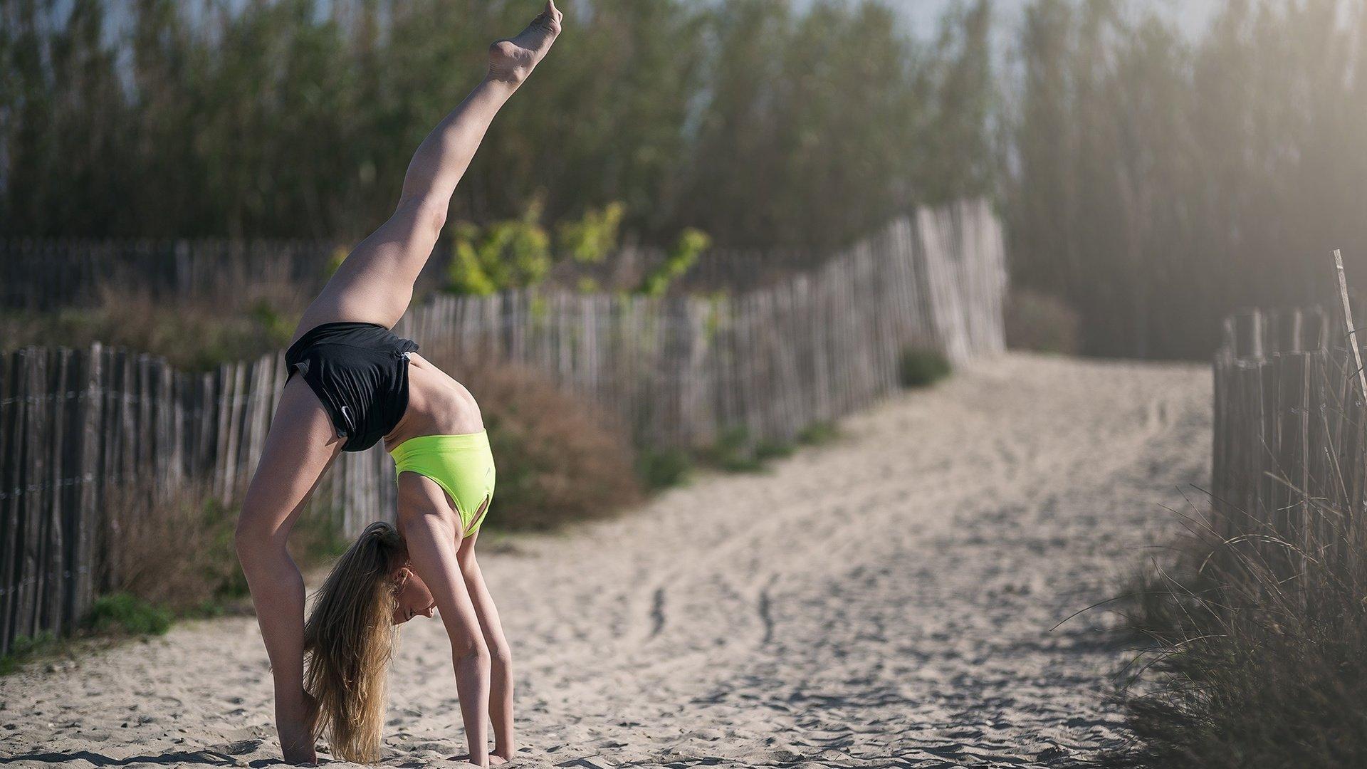 круто, гимнастки на природе фото фото девочек лесбиянок
