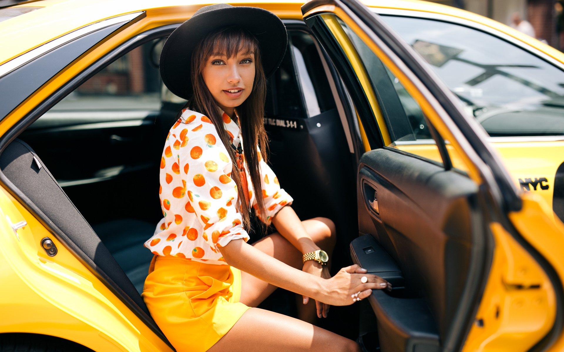 Сосущие телки в такси, После вечера с подружками тёлочка заказывает такси 27 фотография