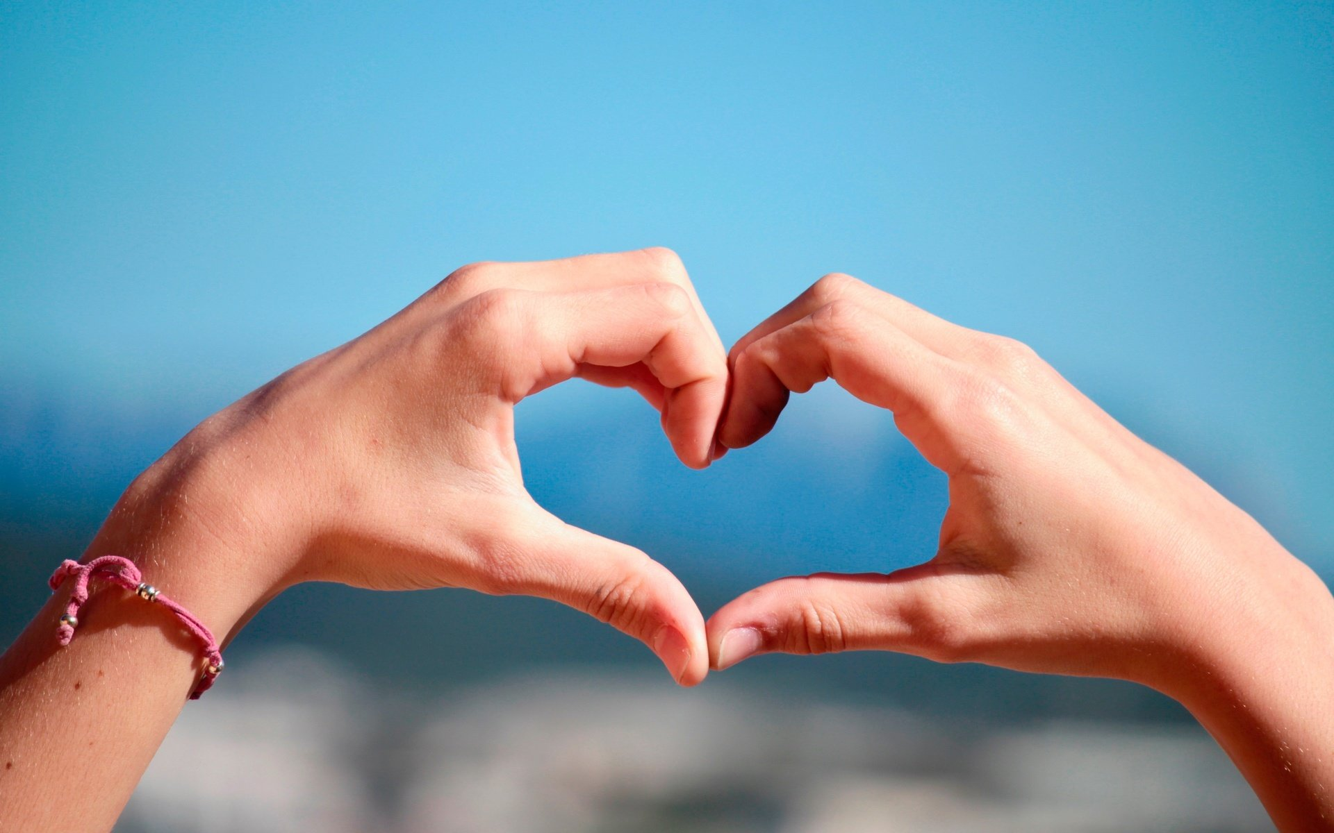 Фото сердечек из рук