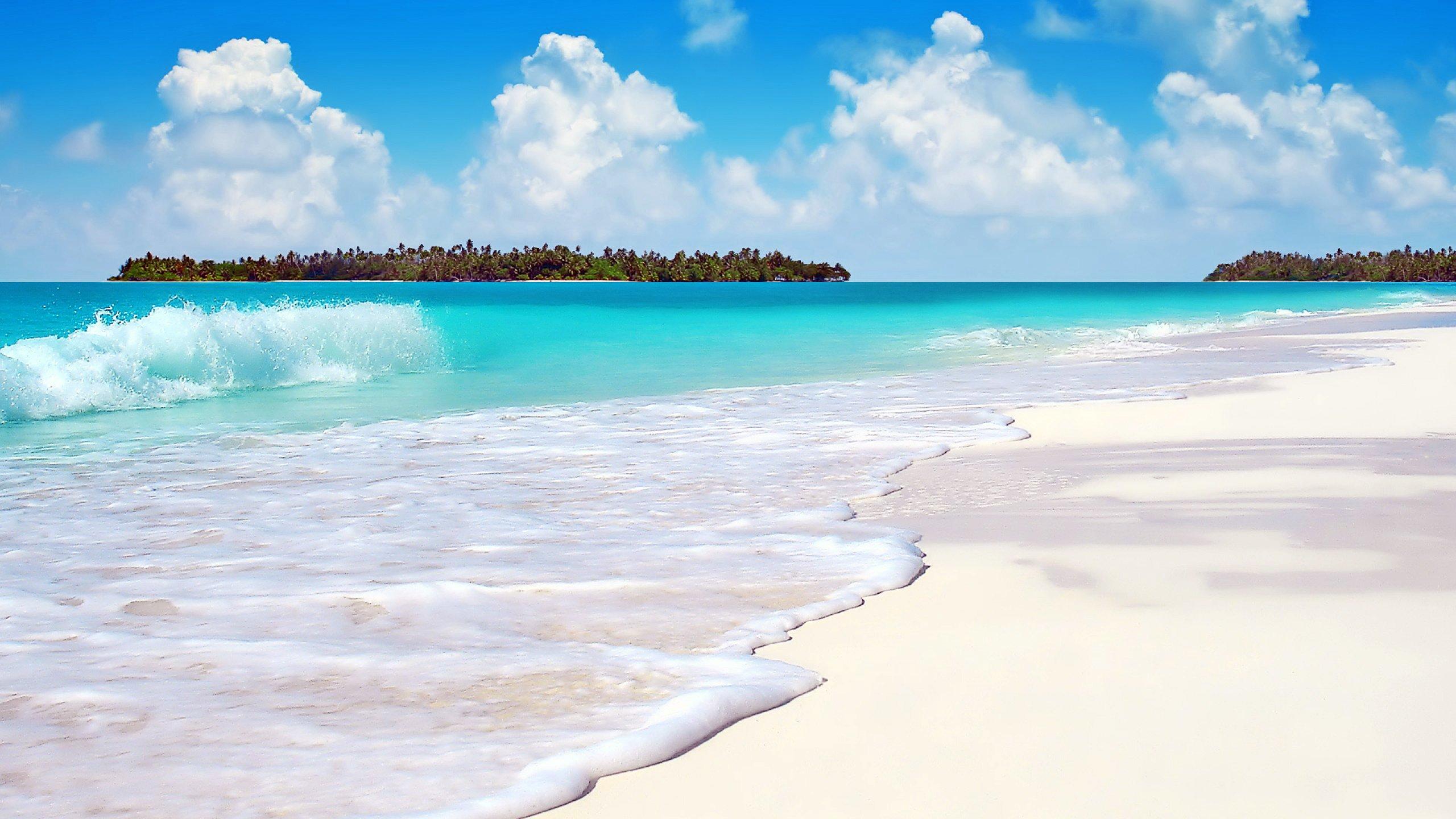 нет, обои на экран море пляж песок голубая вода один больших