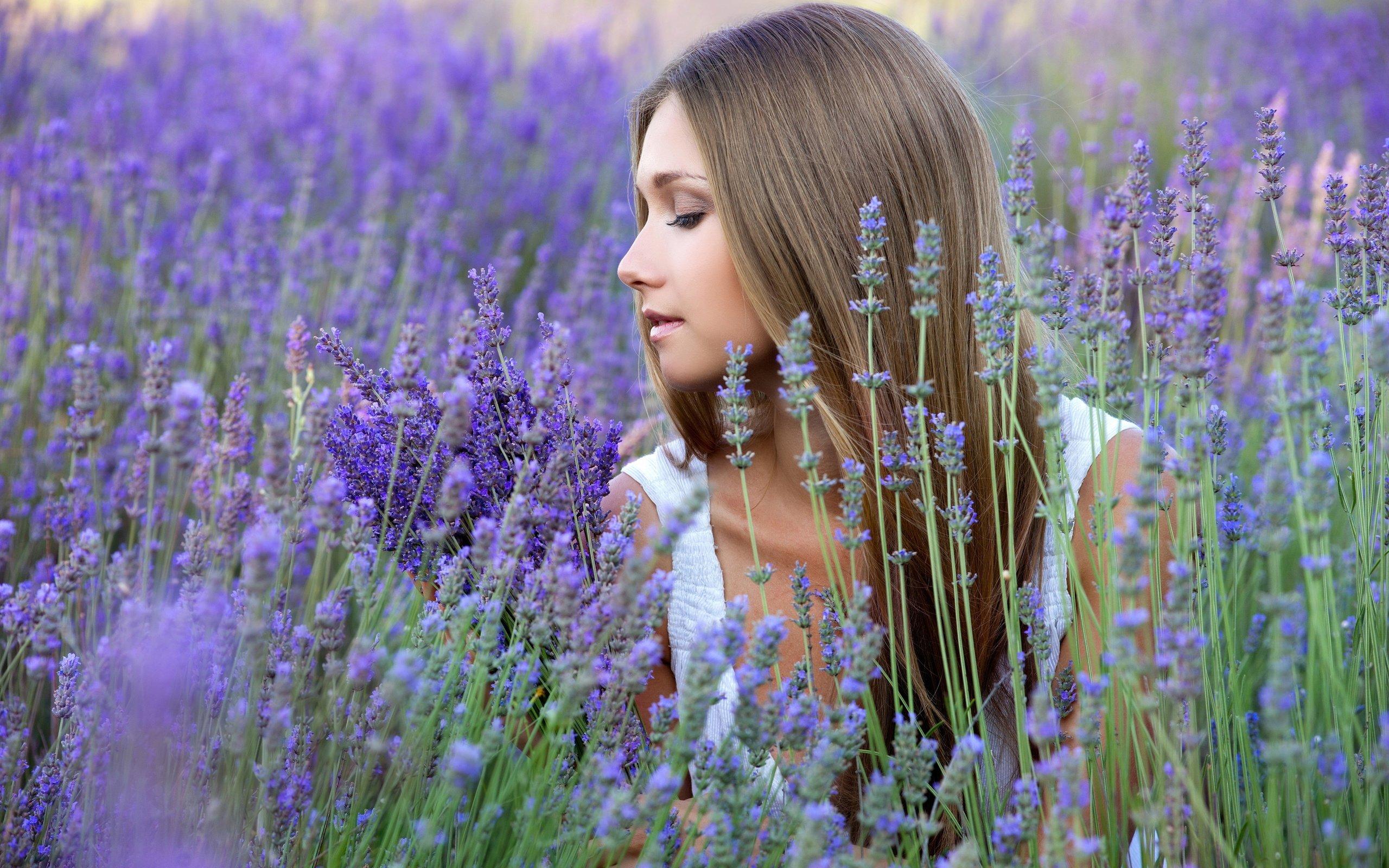 Фото девушек профиль в цветах