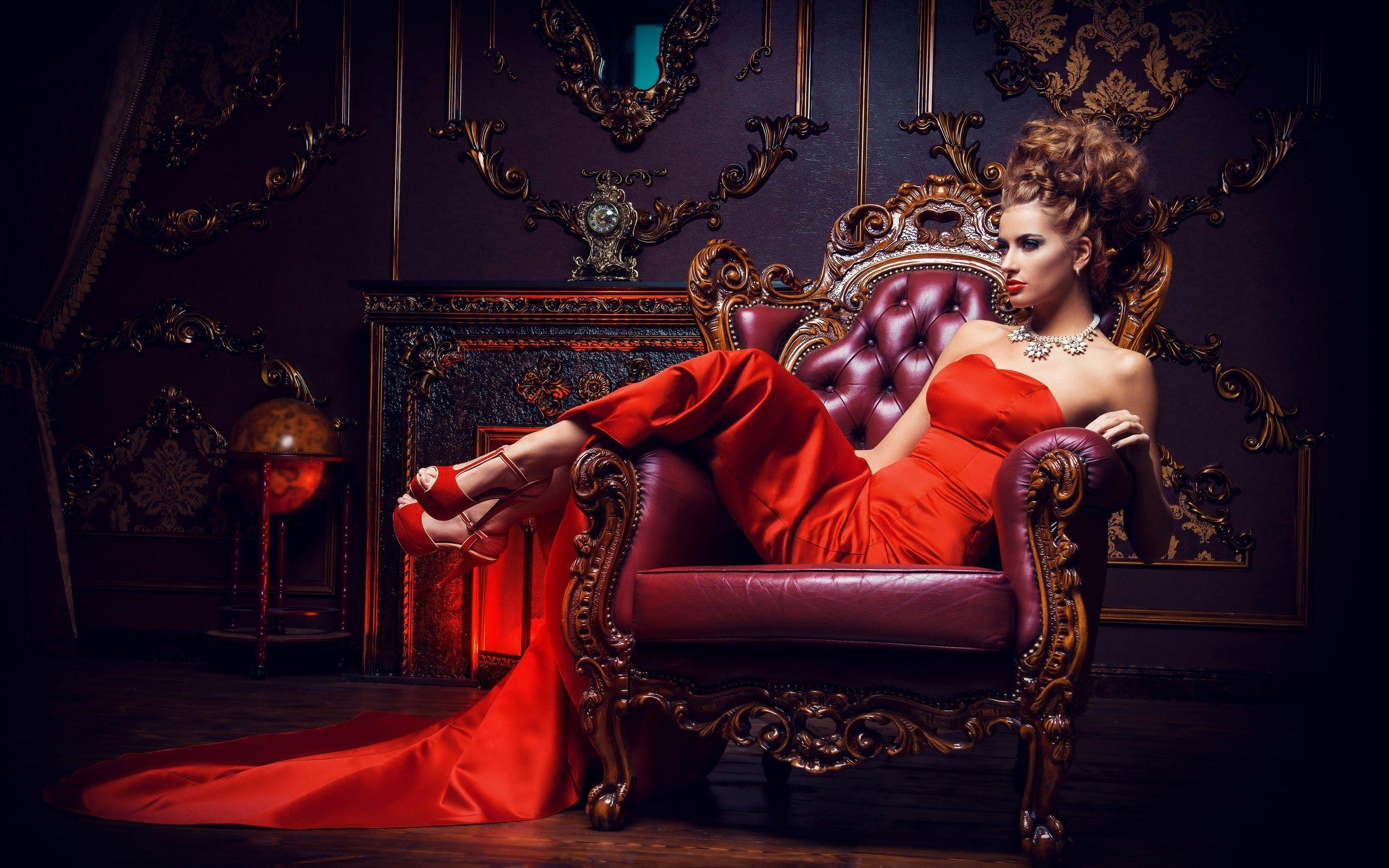 фото девушка в кресле