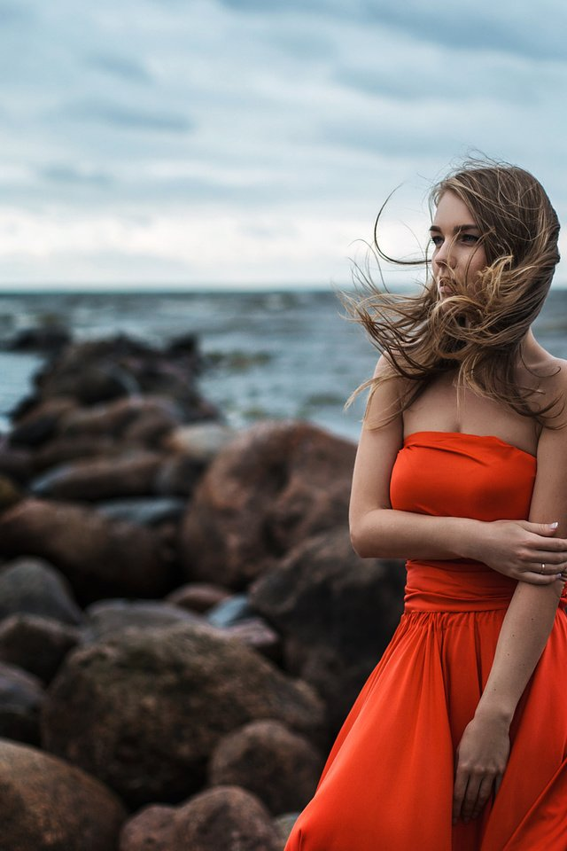 подарила красные платья у моря фото время периодически система