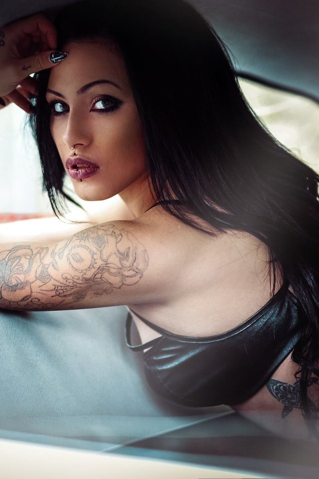 Busty girl with scorpion tattoo grannys with big
