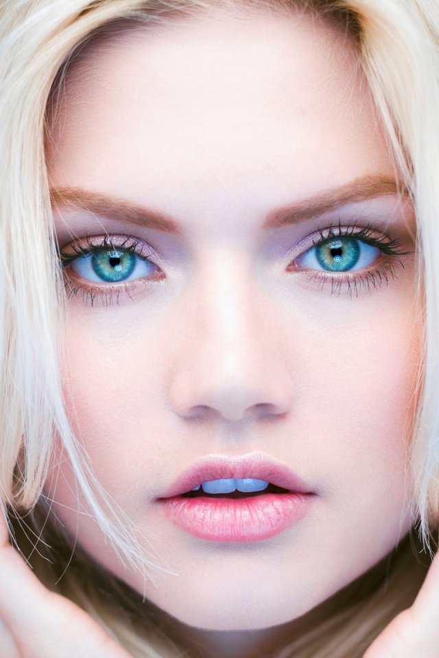 Teen picture of tall blonde blue eyes