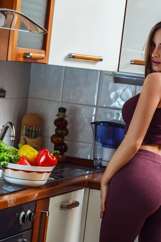 Горячие попки на кухне с мастером