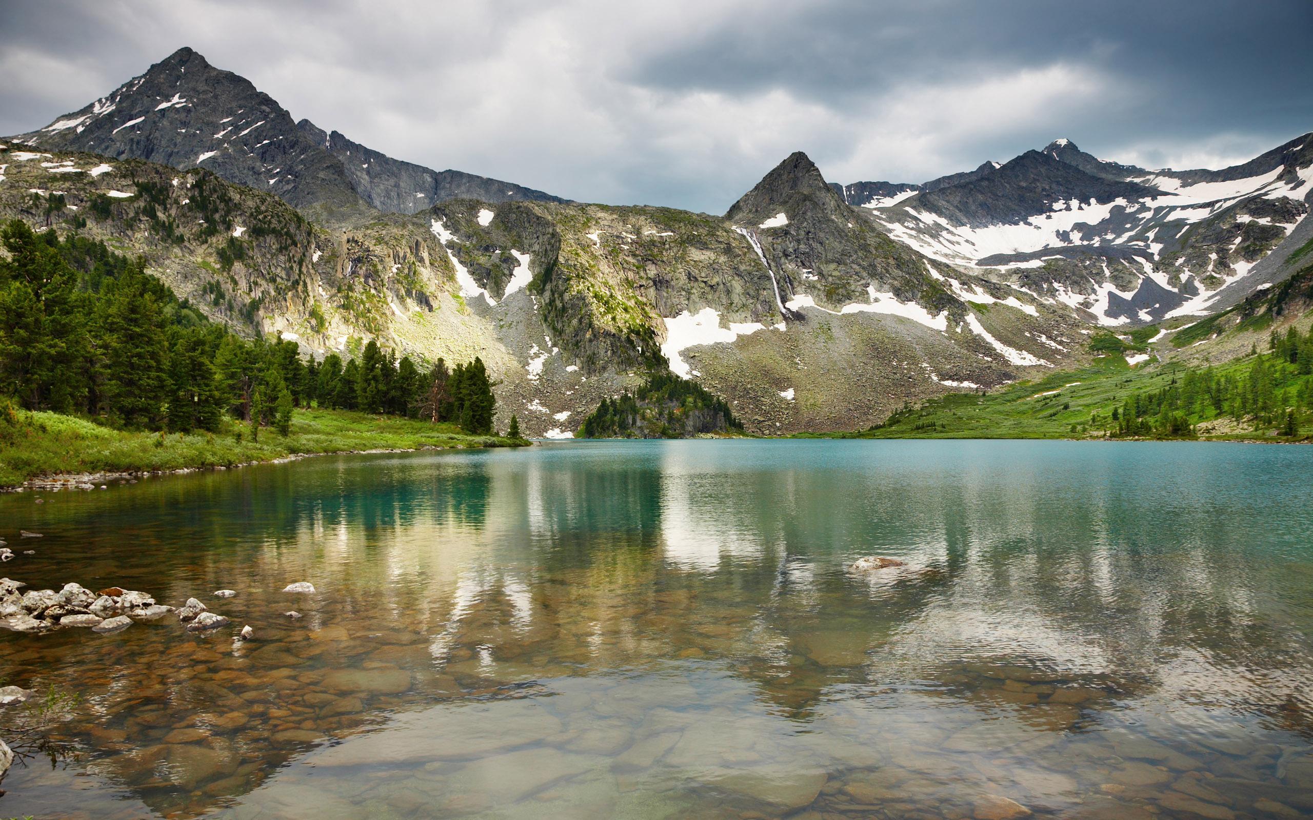 Горы зелень вода  № 657899  скачать