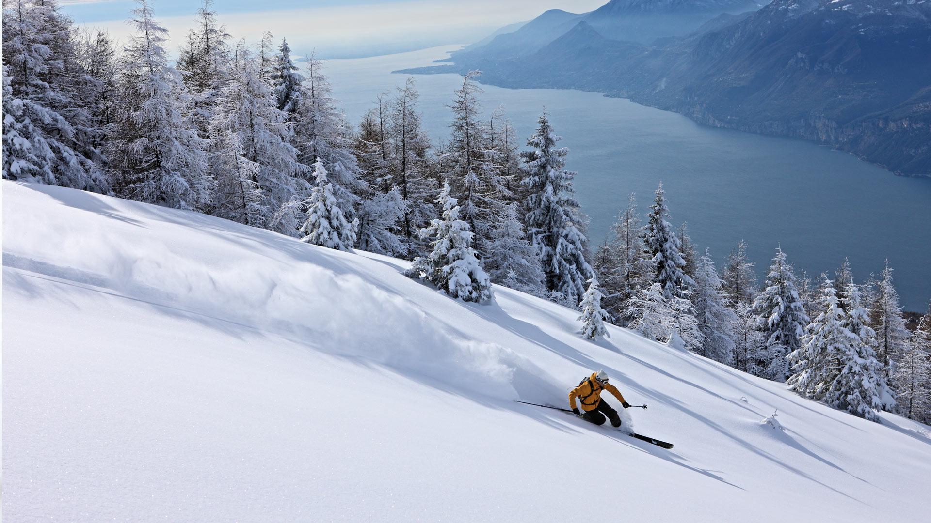 Снег на горных склонах скачать