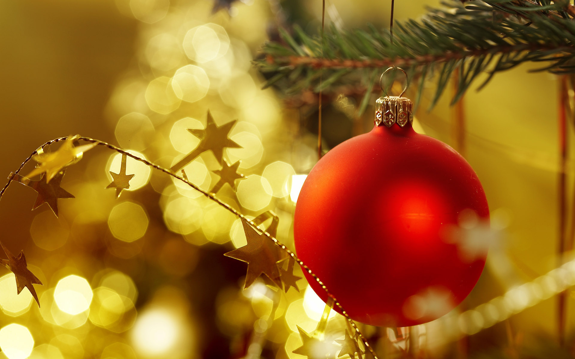 Морем, новогодние открытки с шарами на елке