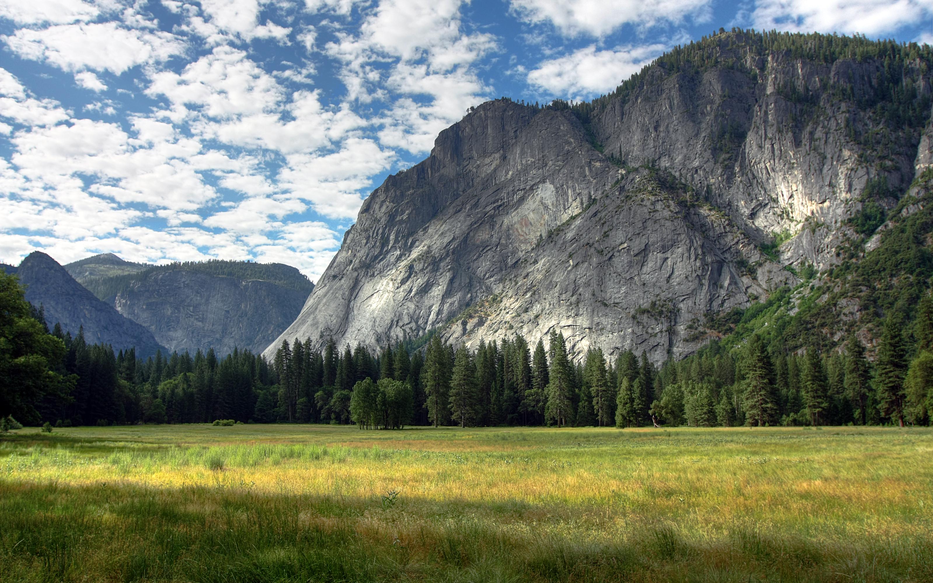 Природа горы скалы лес деревь небо облака  № 2864100 без смс
