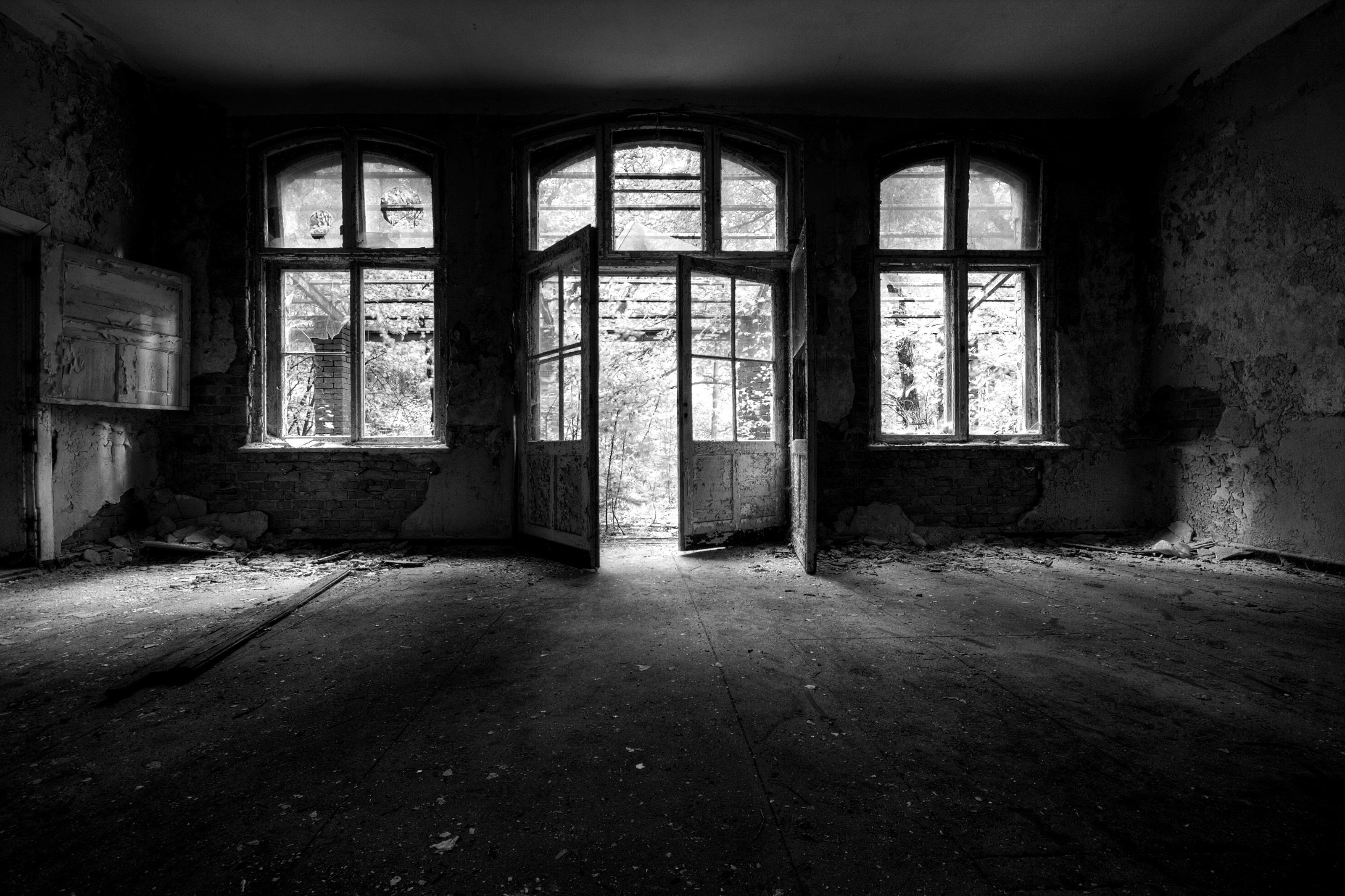 заброшенный дом двери окна коридор  № 2195324 без смс