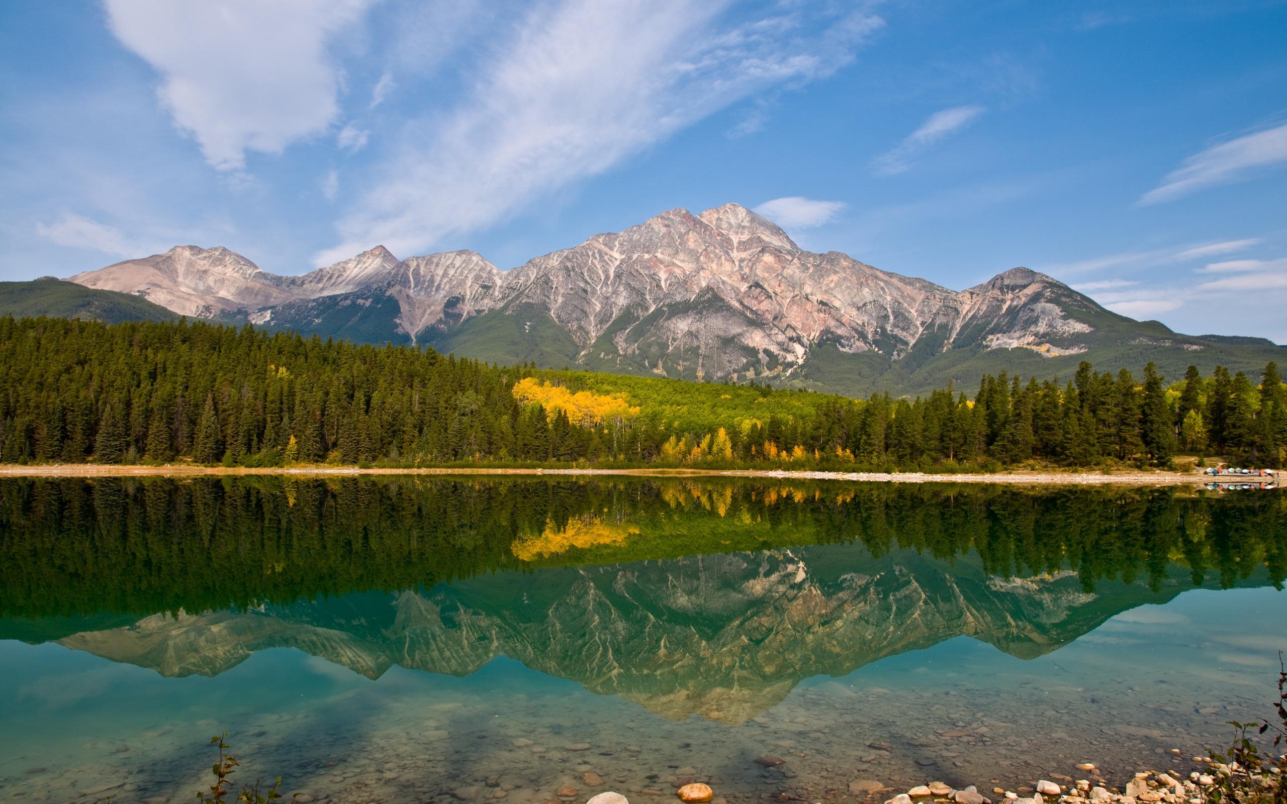 Горы и озеро  № 861528  скачать