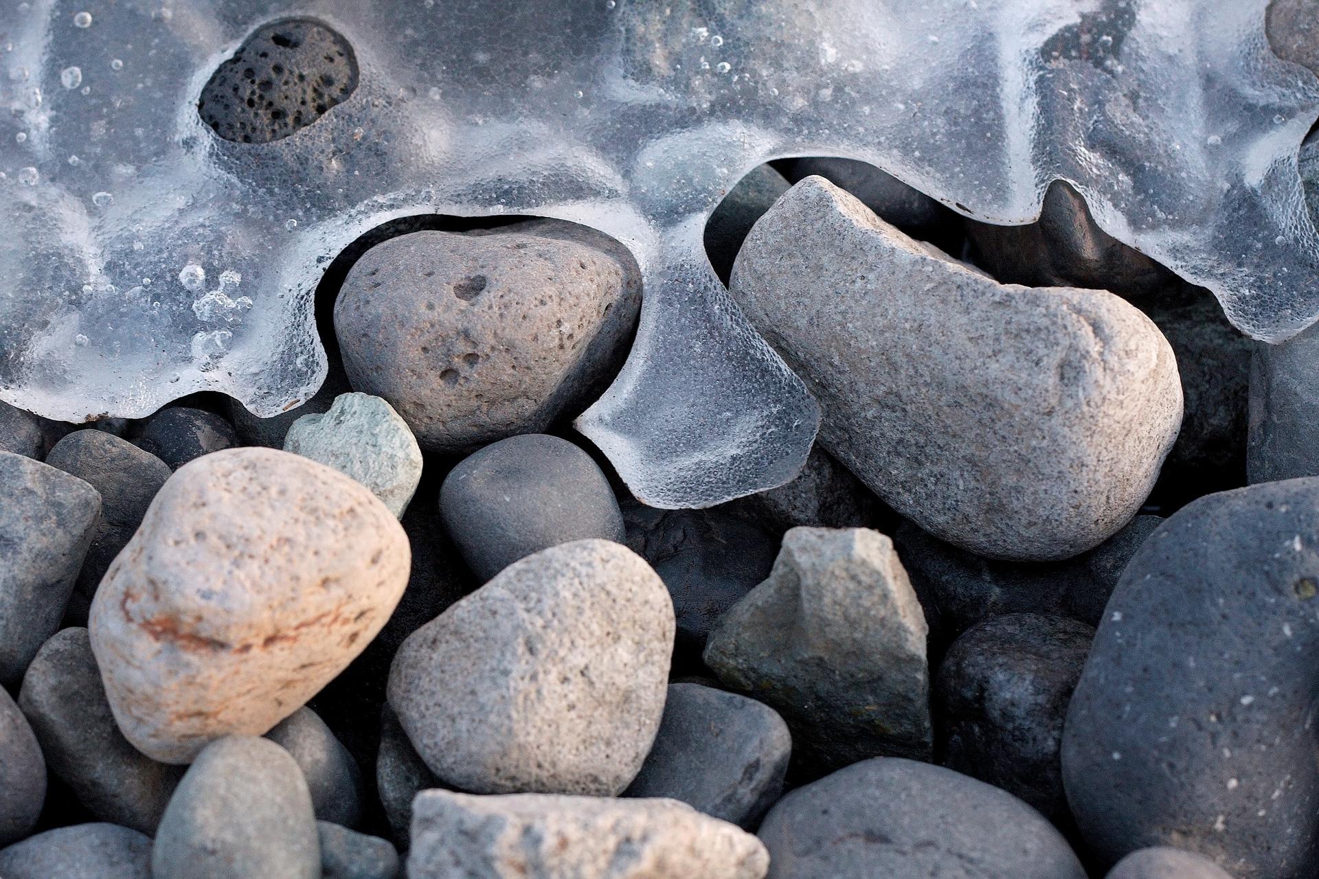 камни гора лужа  № 2602557 без смс