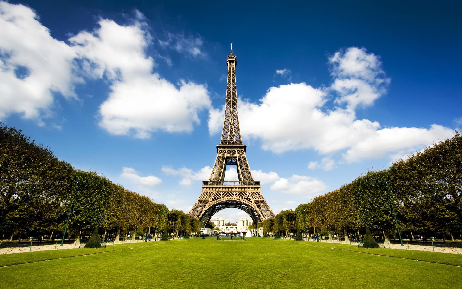 eiffel tower -
