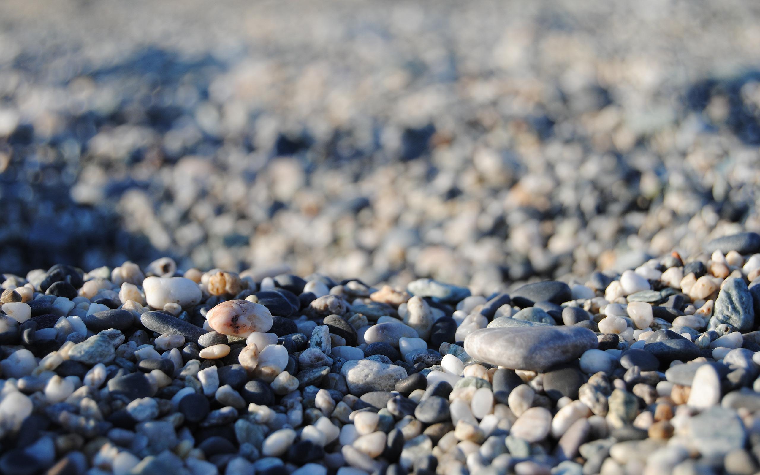 берег песок камушки бесплатно