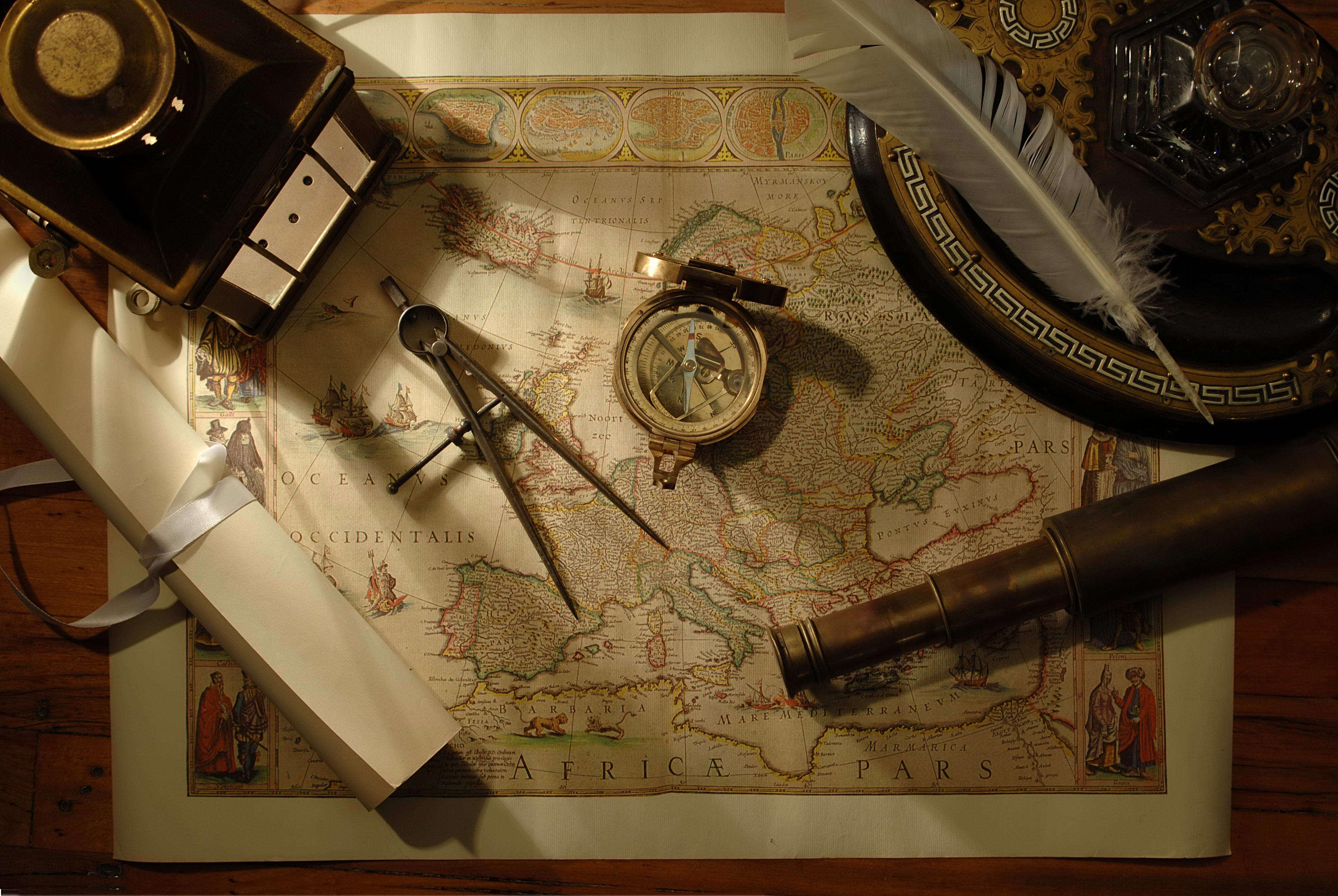 Карта и компас  № 2941982  скачать