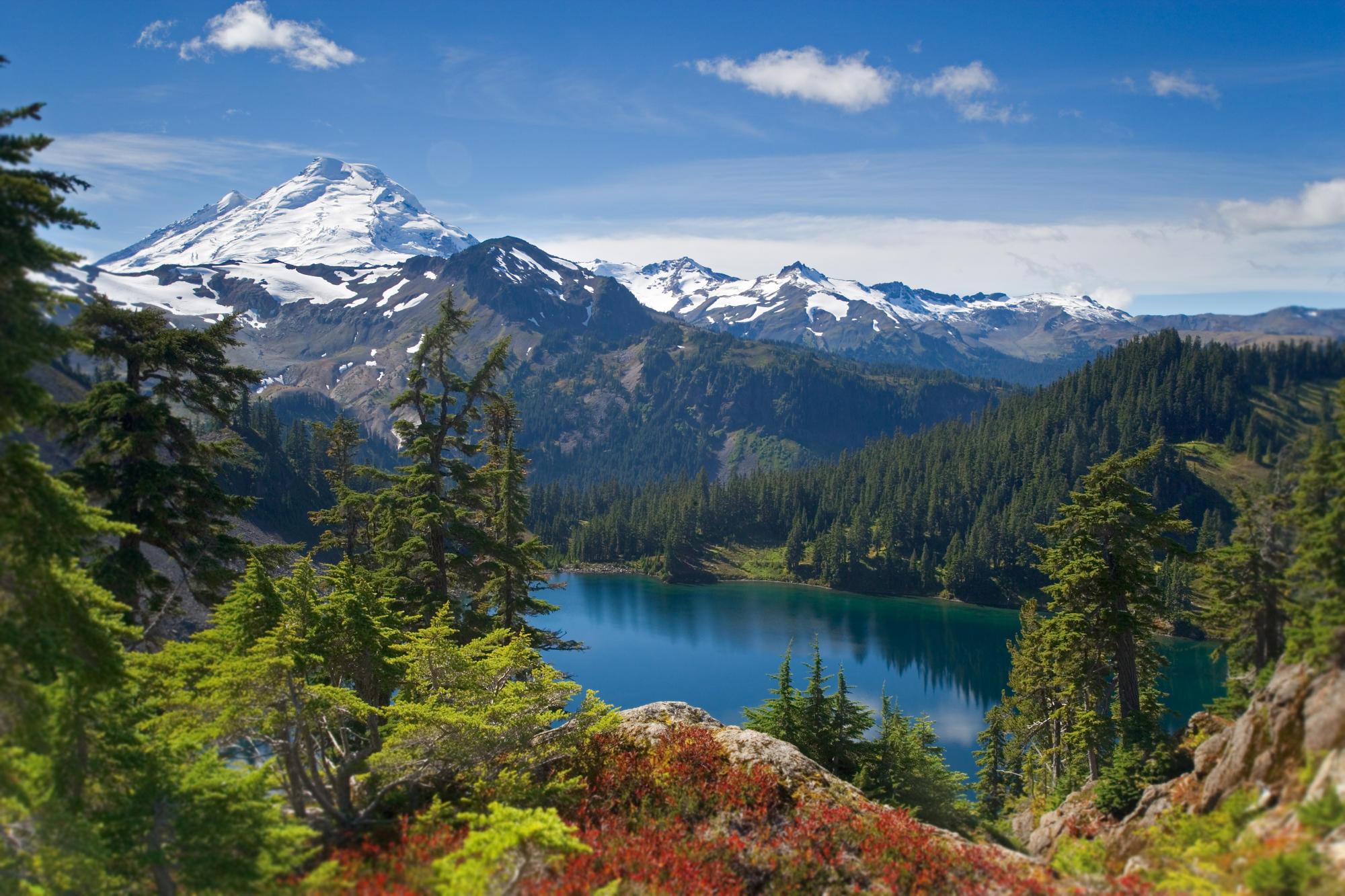 горы озеро деревья небо  № 3234843  скачать