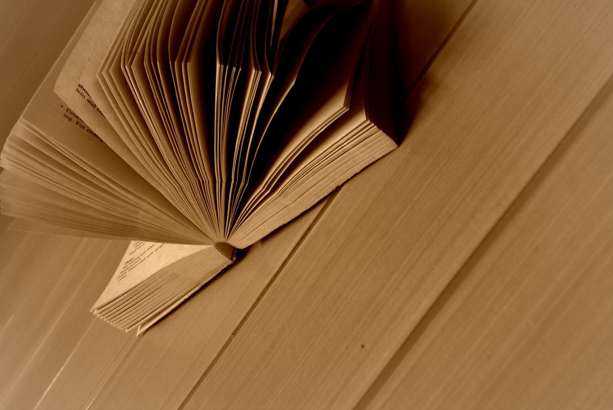 Обои на рабочий стол 1366x768 книги